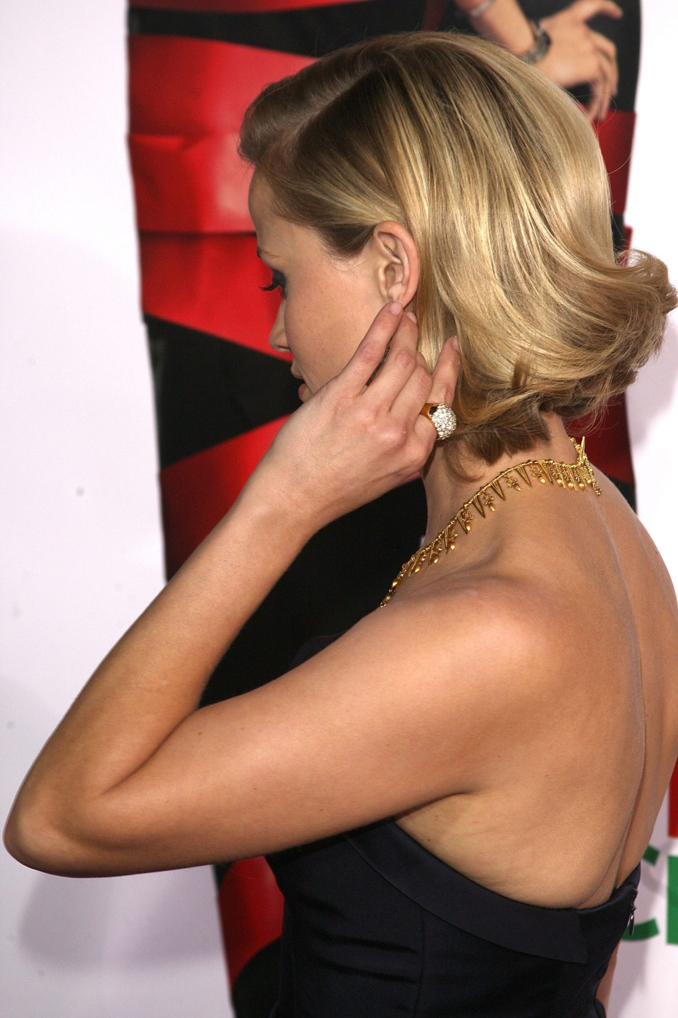 Reese Witherspoon Short Lob Back