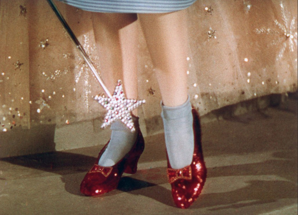 There's No Place Like Home! The Wizard of Oz's Ruby Slippers Reportedly Found 13 Years After Theft m8dwiof_ec005