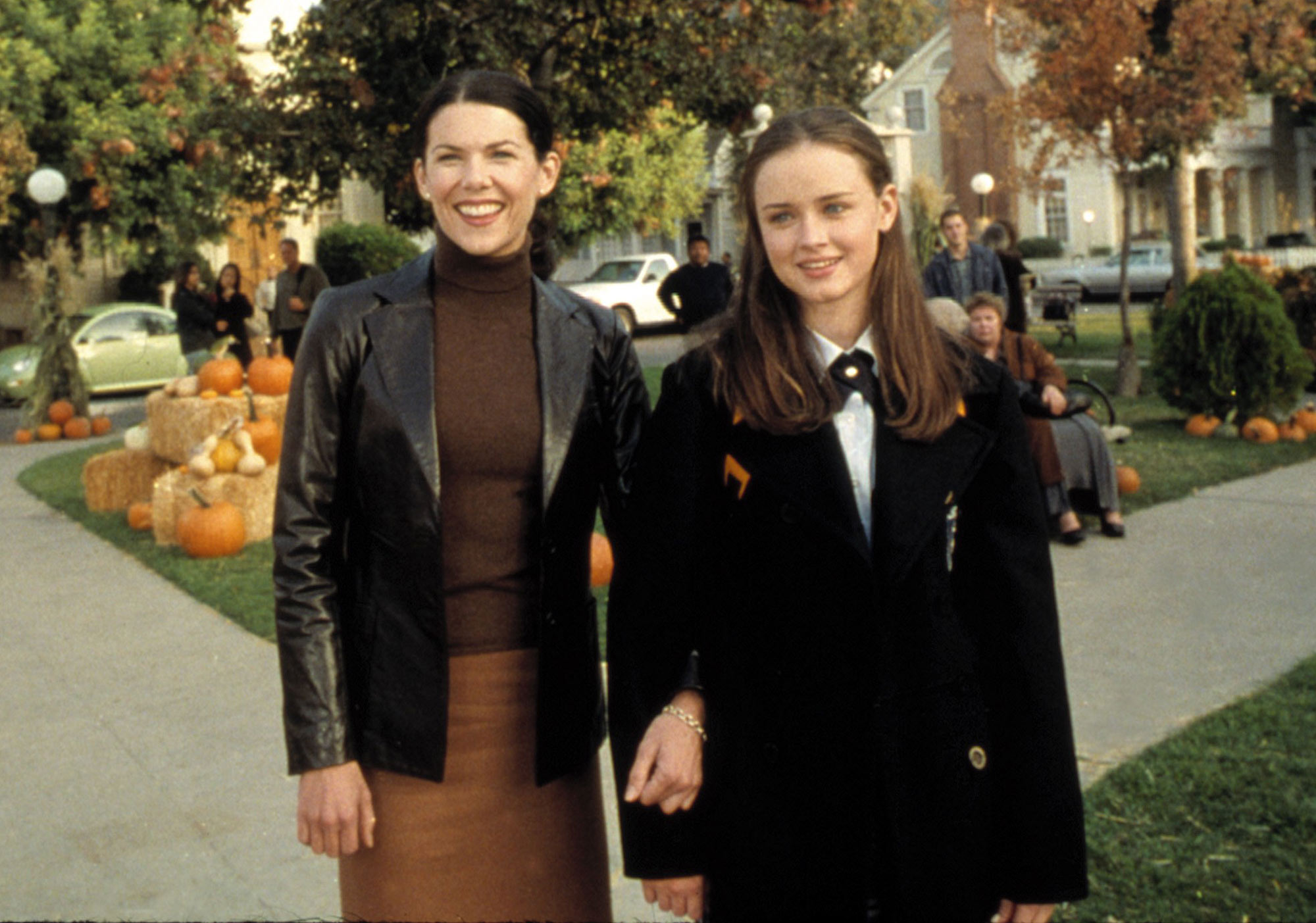 Grab Your Coffee! A Gilmore Girls Marathon Is Coming to TV on Thanksgiving gilmore-girls-13