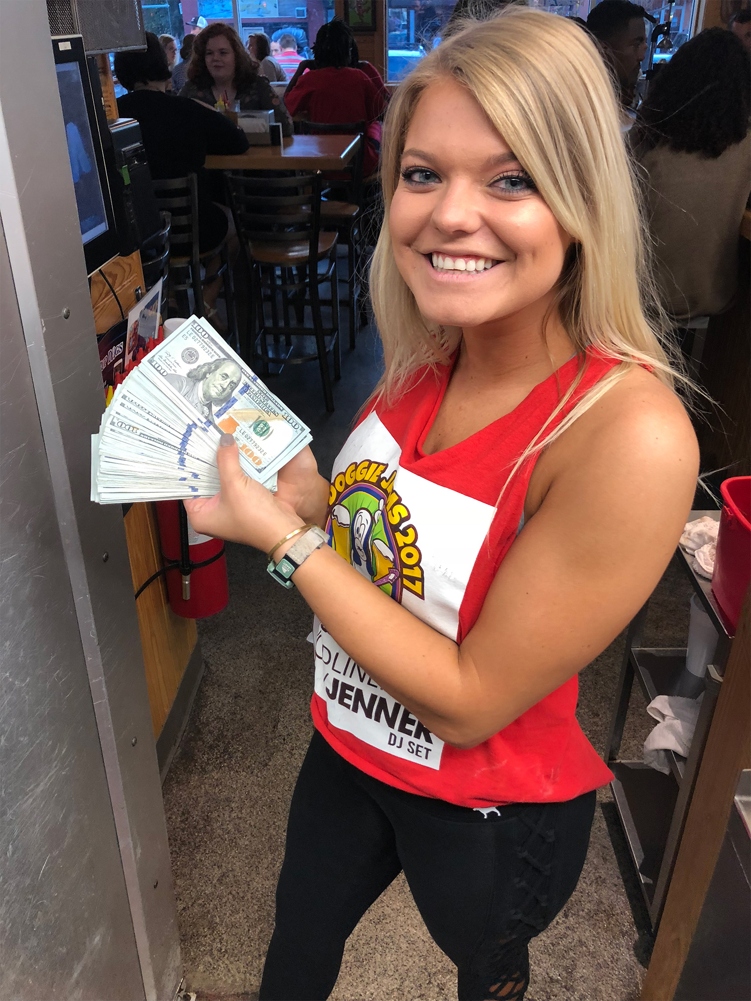 North Carolina Waitress Gets a $10,000 Tip — and Splits It with Her Coworkers