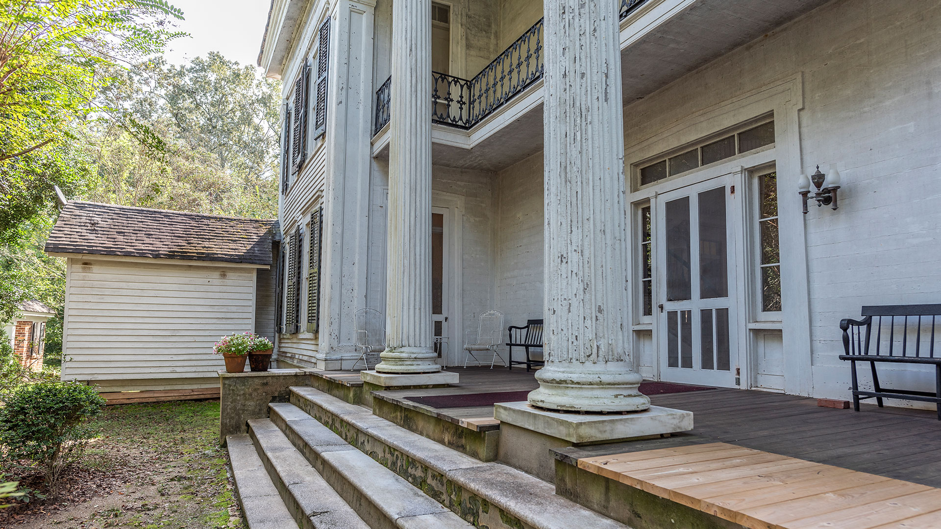 Waverley Mansion Mississippi Pillars