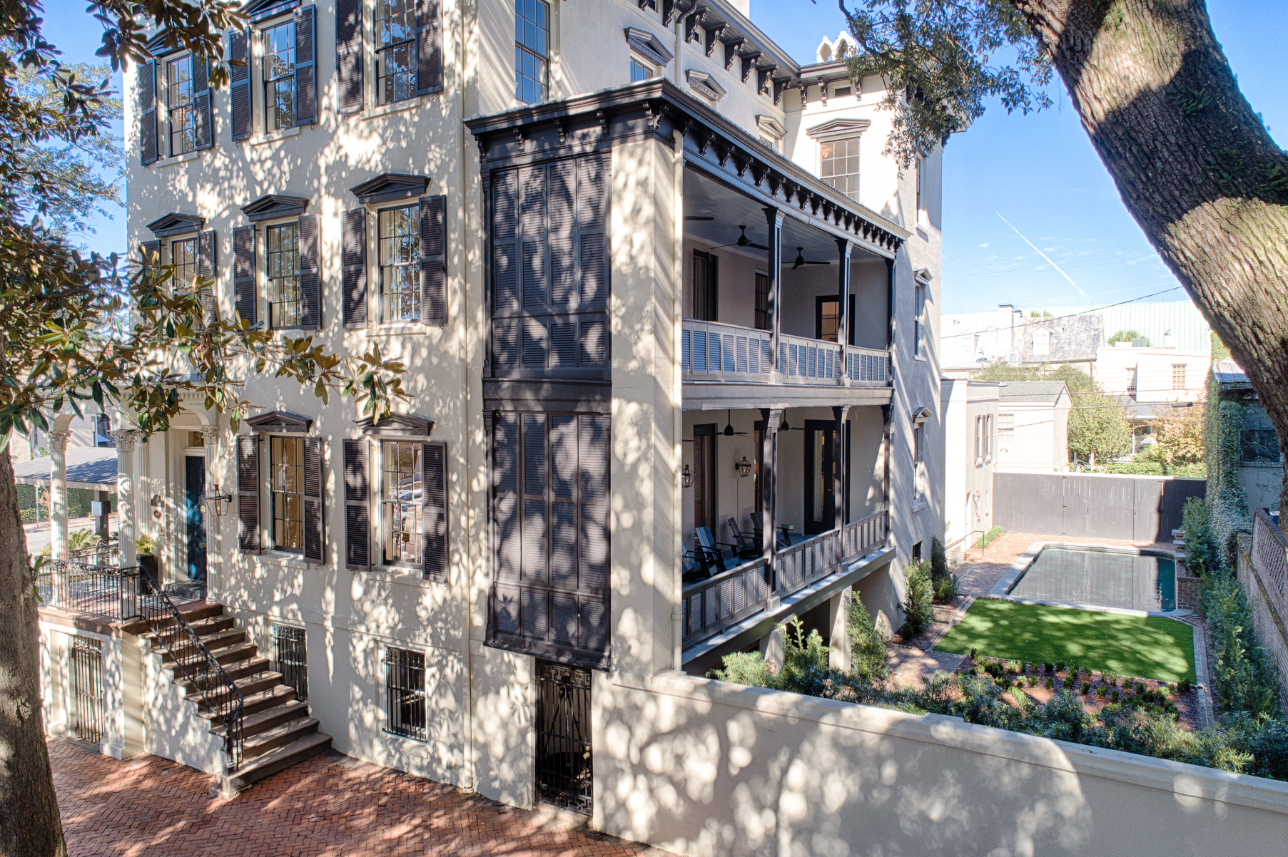 RX_1811_Modern Luxury Meets Historic Charm in This Downtown Savannah Stunner_Outdoor Living