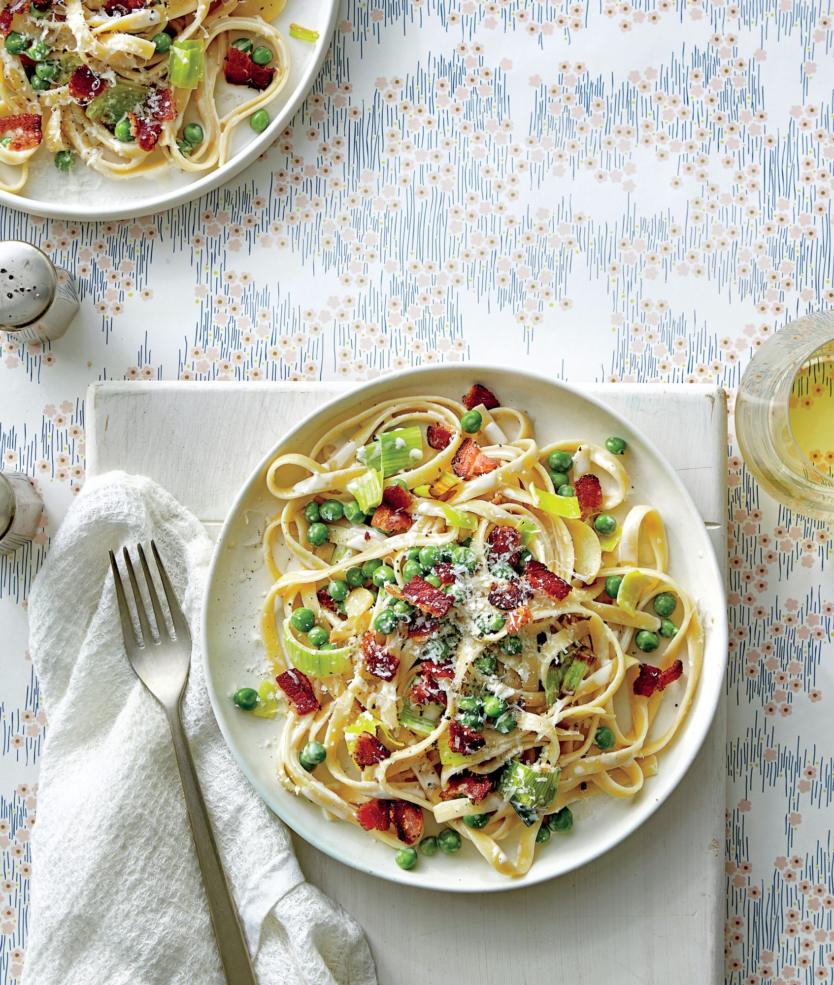 Fettuccine Alfredo with Leeks, Peas, and Bacon