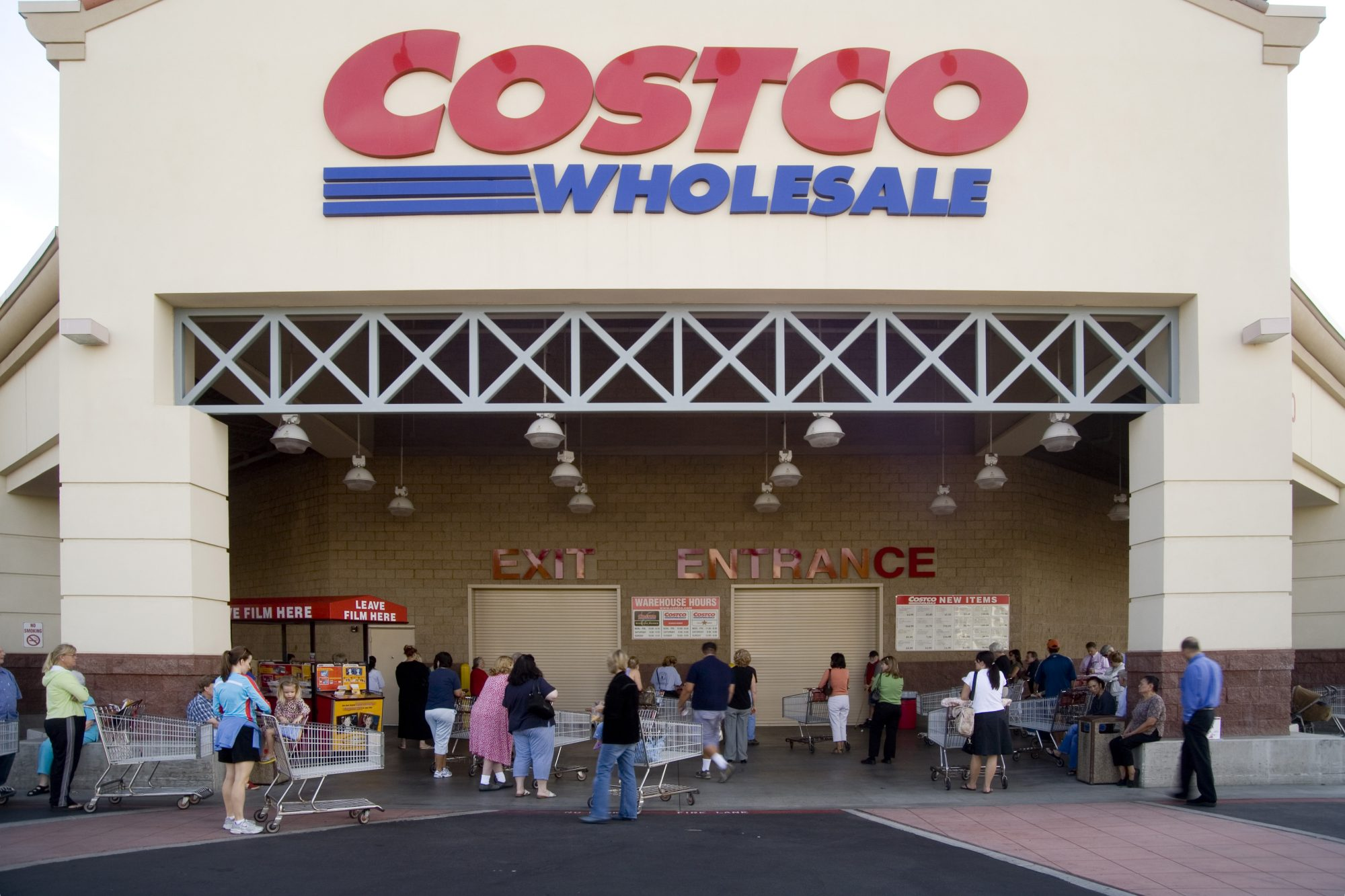 5 Sneaky Ways Costco Gets You to Spend a Ton of Money