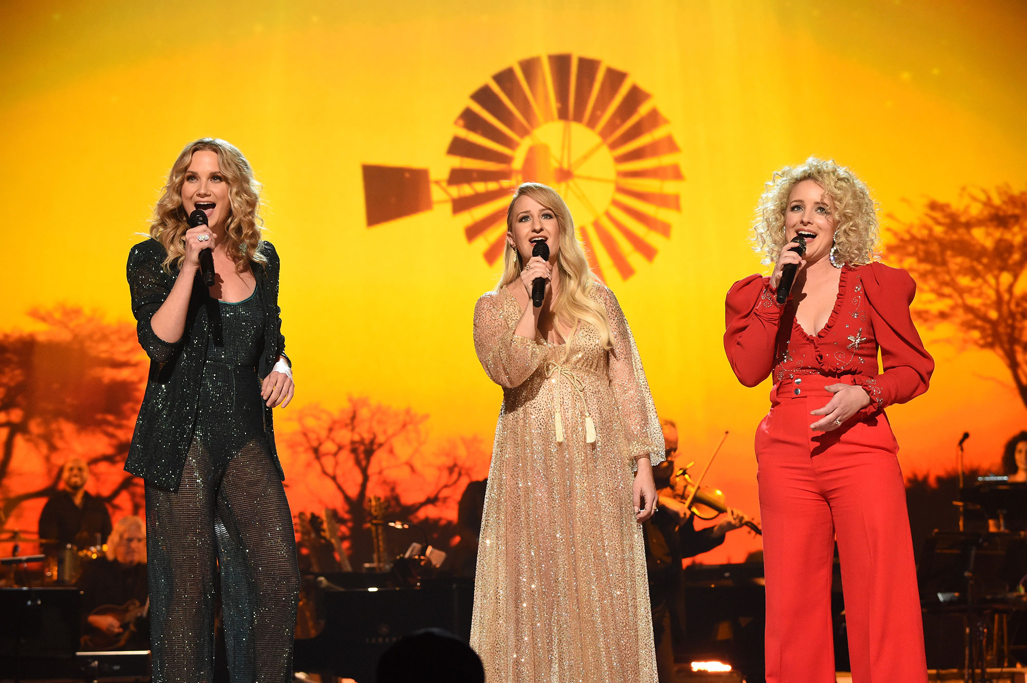 Katy Perry, Miley Cyrus, Garth Brooks, Willie Nelson and more pay tribute to Dolly Parton at MusiCares 2019 Person of the Year dolly-b