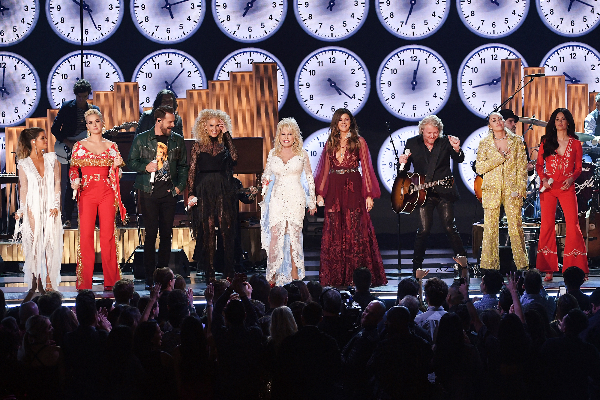 Miley Cyrus, Kacey Musgraves & More Bring the Audience to Their Feet with Dolly Parton Grammys Tribute