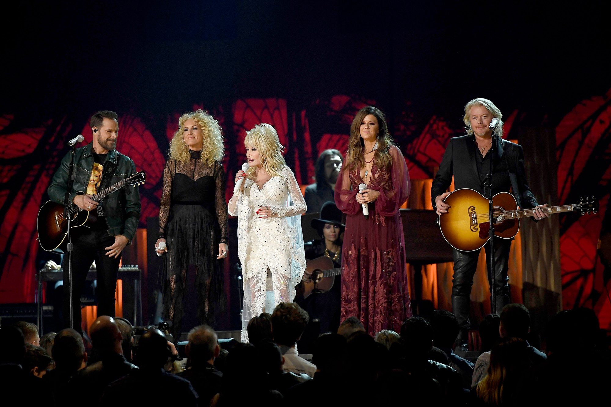 Miley Cyrus, Kacey Musgraves & More Bring Audience to Their Feet with Dolly Parton Grammys Tribute dolly-parton-4