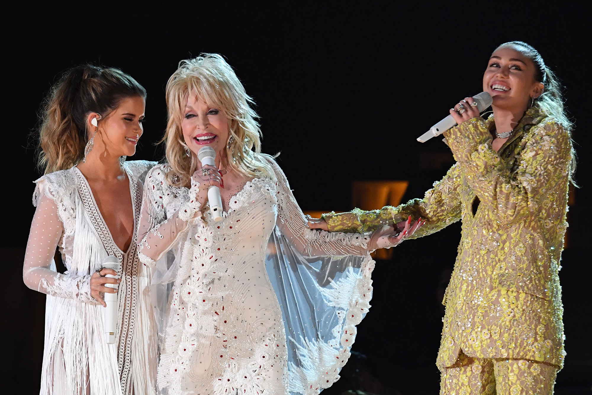 Miley Cyrus, Kacey Musgraves & More Bring Audience to Their Feet with Dolly Parton Grammys Tribute dolly-parton-43