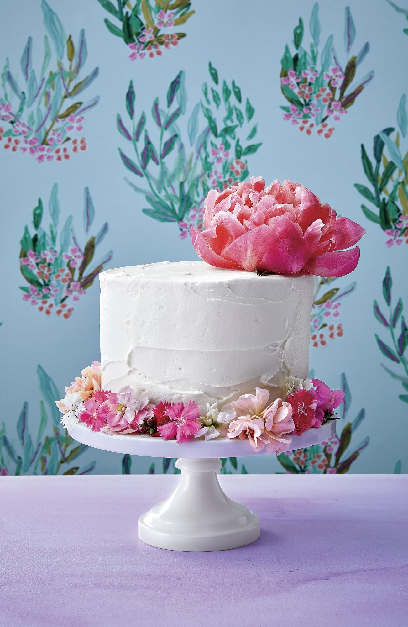 Vanilla Layer Cake with Flower Cuff
