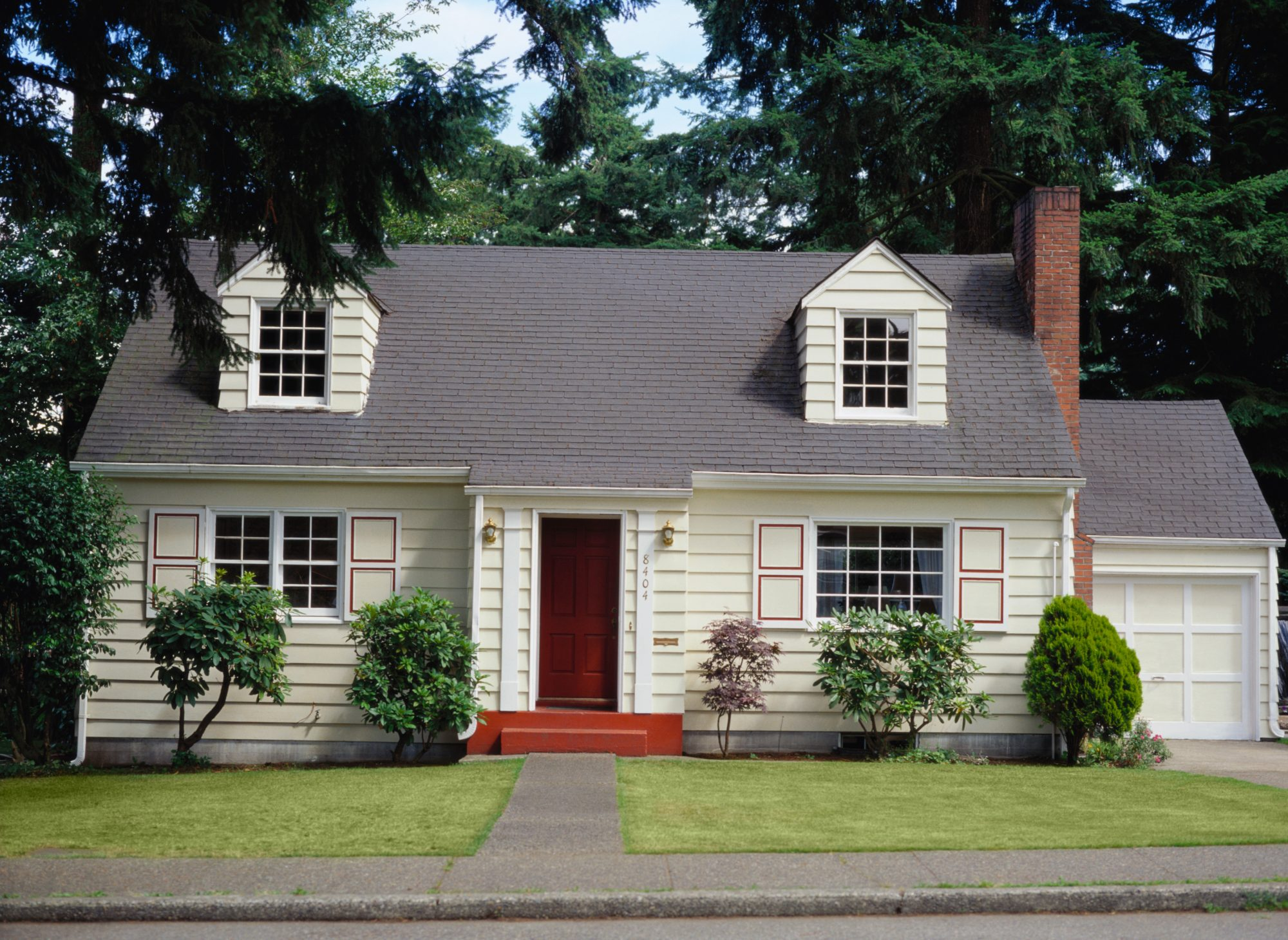 Small Cottage House with Garage