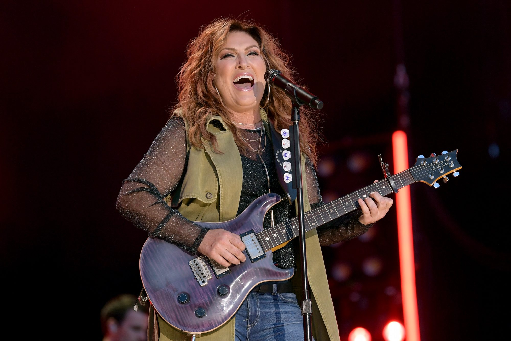 Jo Dee Messina Recalls Front-Porch Visit from Jesus That Changed Her Life