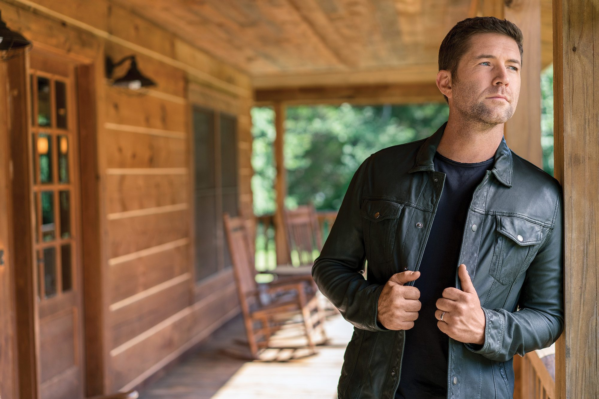 Josh Turner's Tour Bus Carrying Road Crew Launches Off Cliff, Leaving 7 Injured and 1 Dead
