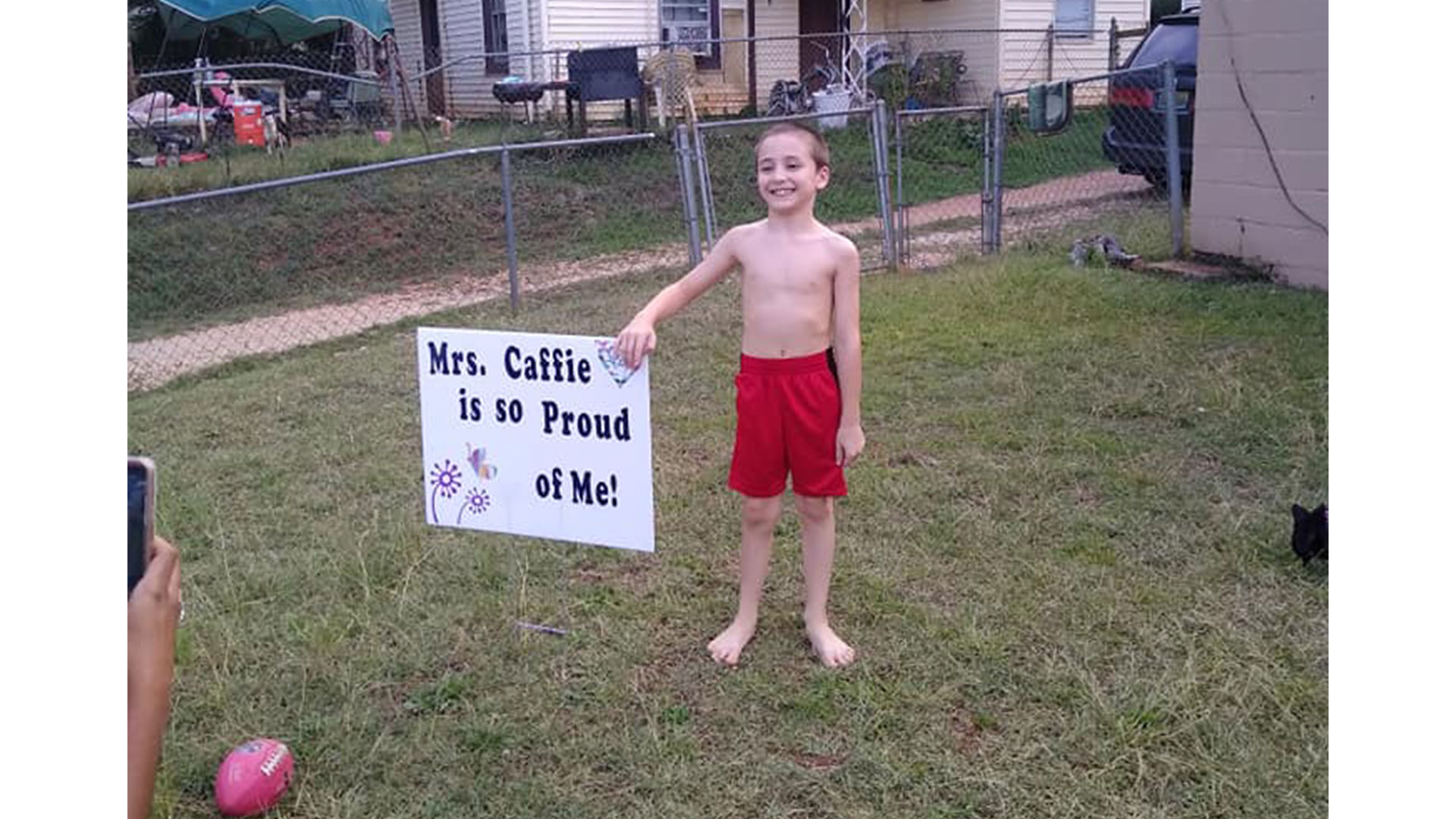 WATCH: When One of Her Third Graders Got a 100 on a Test, This Alabama Teacher Gave Him a Yard Sign