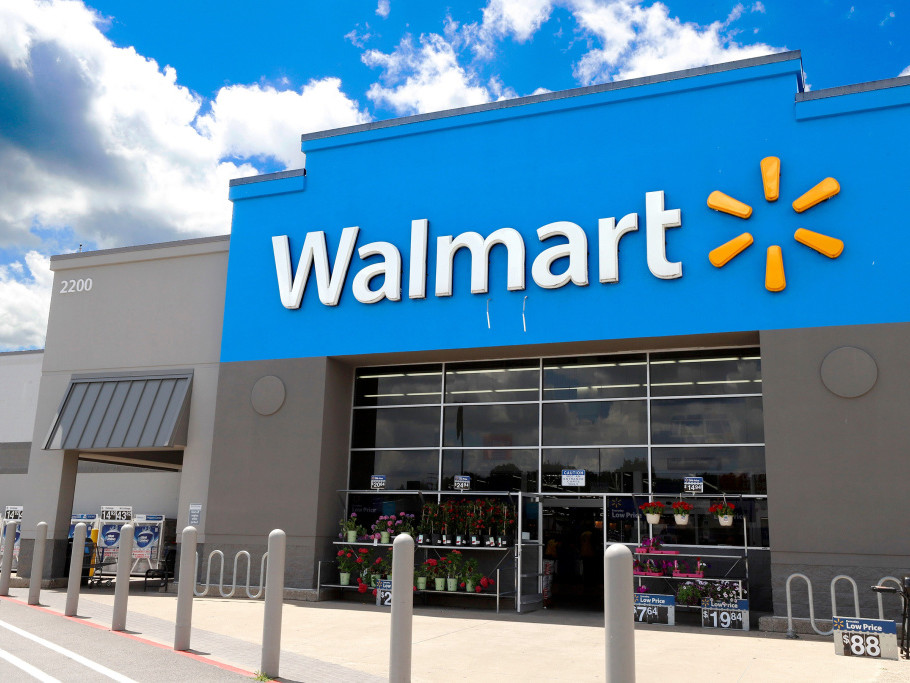 Walmart Offers to Pay College Tuition Bills for U.S. Employees