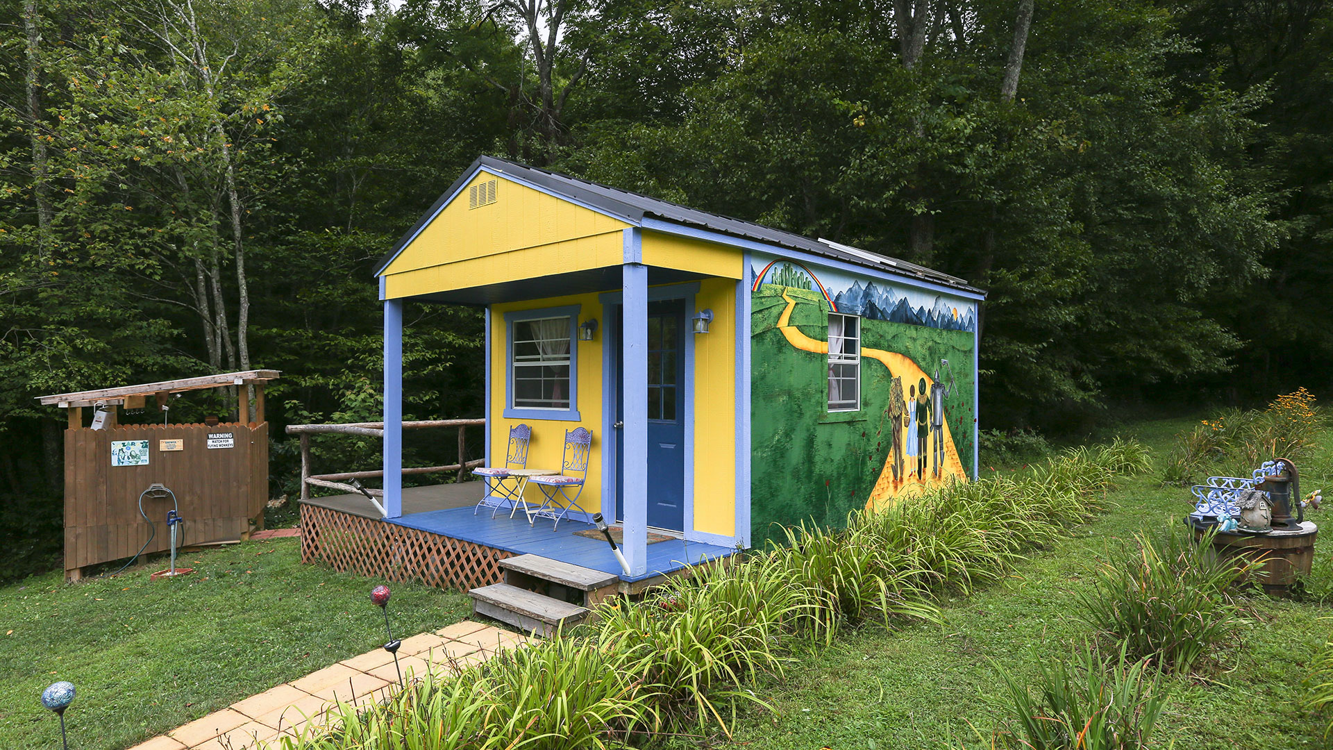 There's No Place Like this Wizard of Oz-Themed Tiny Home
