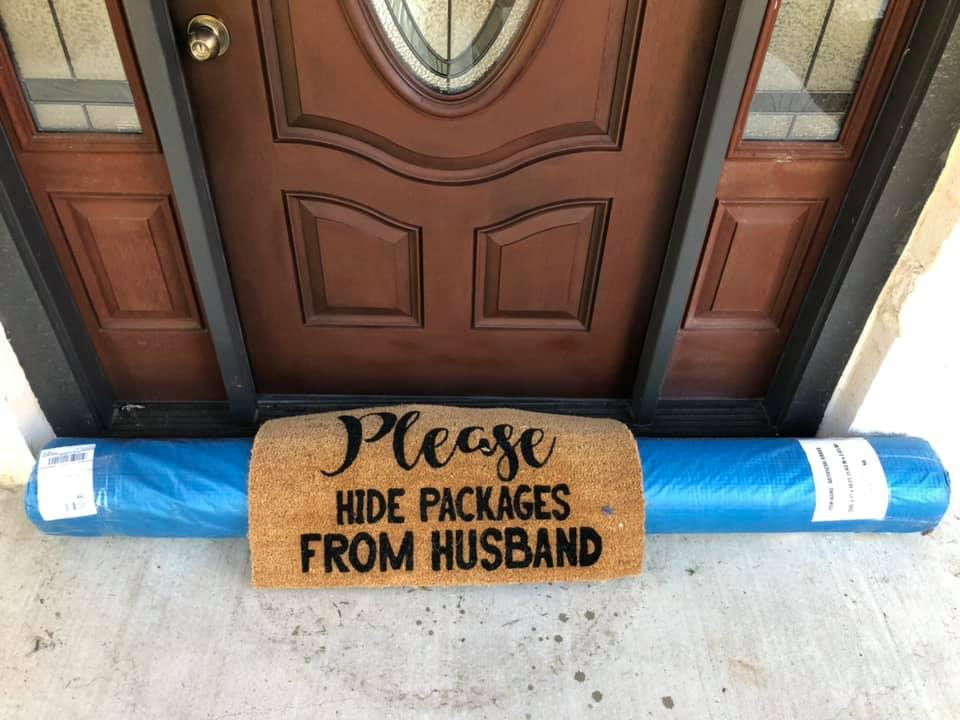 Postal Worker Helps Woman Hide Her Amazon Package from Husband in Hilarious Viral Photo