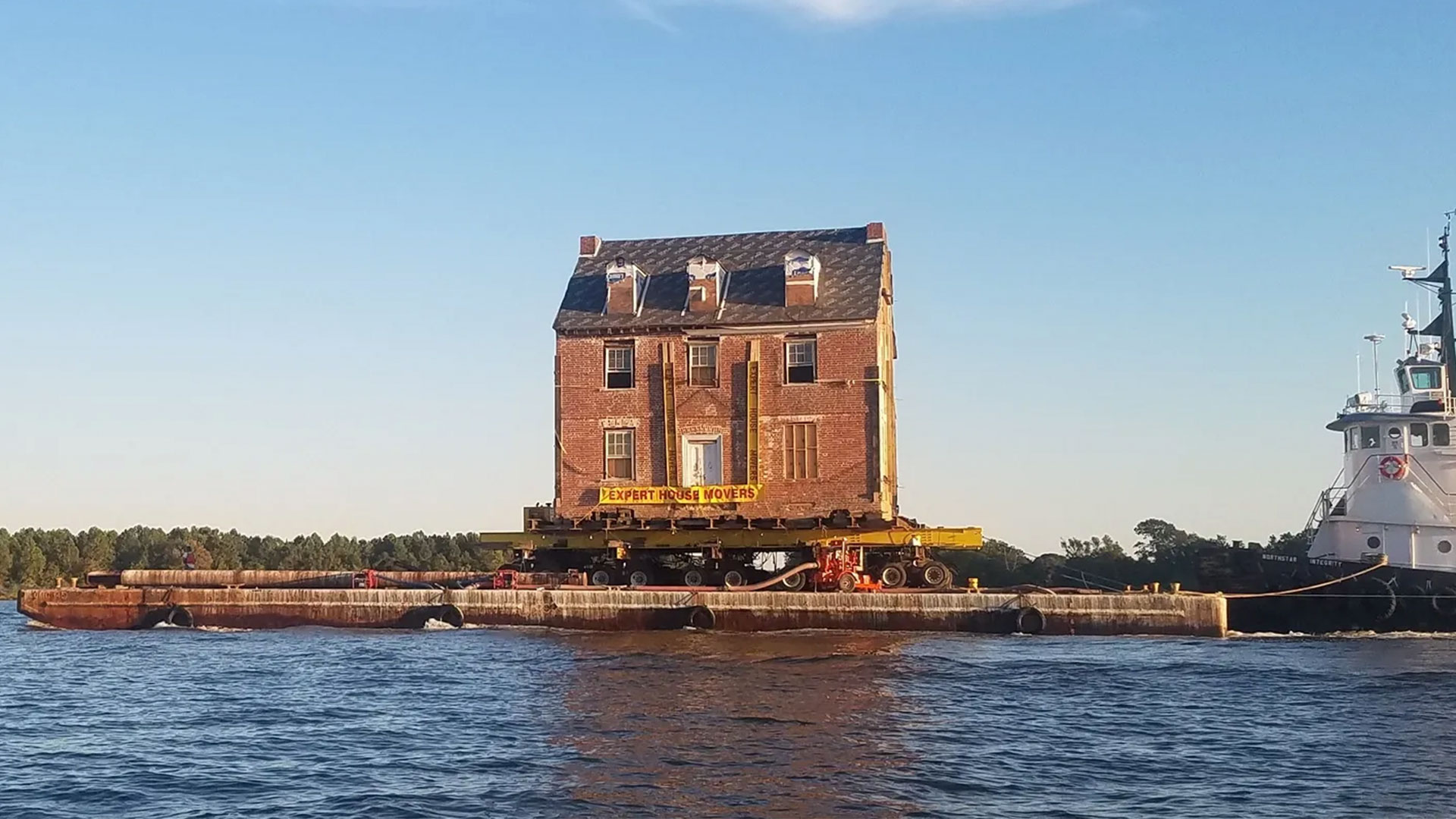 Family Moves 255-Year-Old Mansion 50 Miles to New Home by Boat