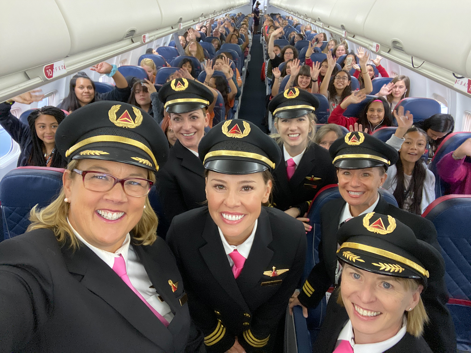 All-Women Delta Crew Flies 120 Girls to NASA Headquarters to Empower Female Aviators