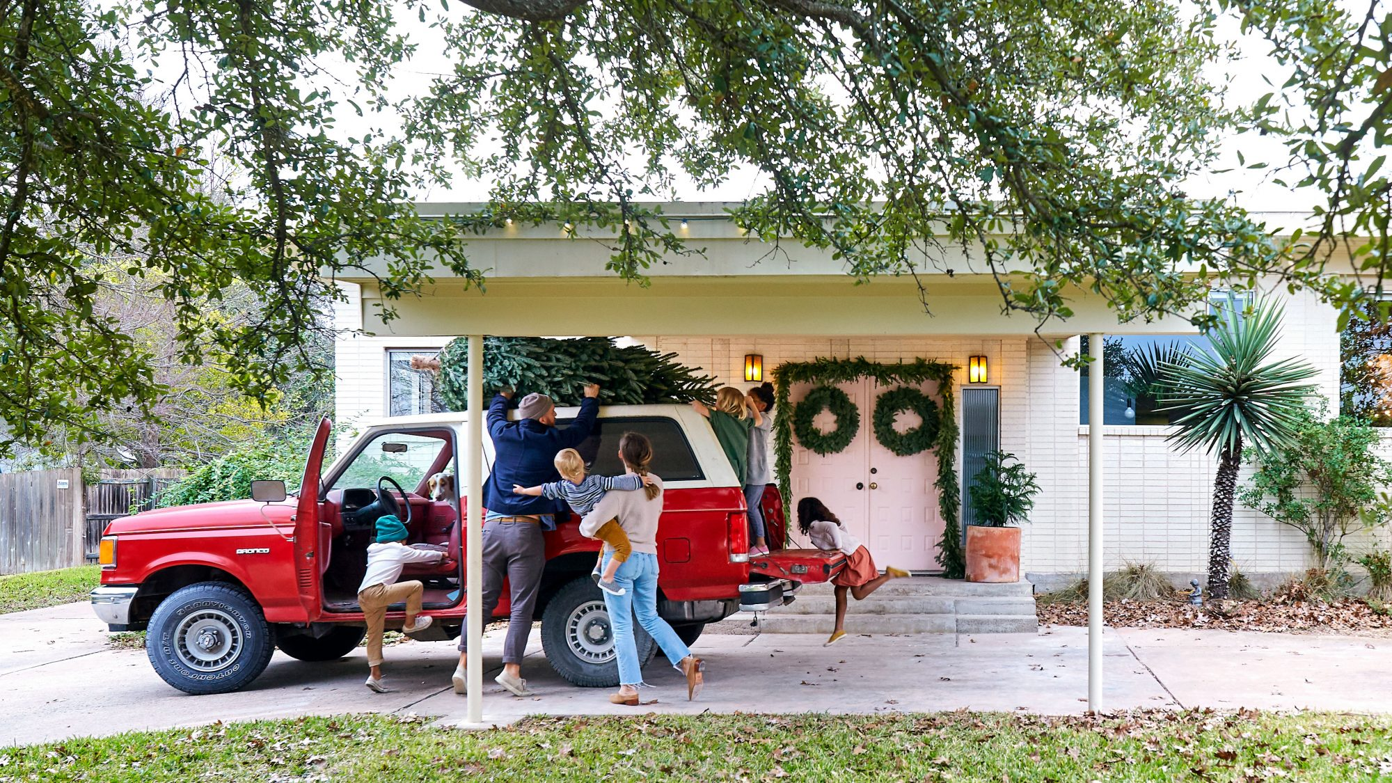 Sara and Billy Jack Brawner's Waco, TX Home at Christmas Getting the Christmas Tree off the Car