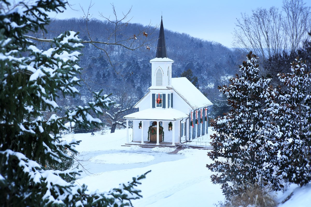 Big Cedar Lodge in the Ozark Mountains Has the Most Magical Christmas Activities