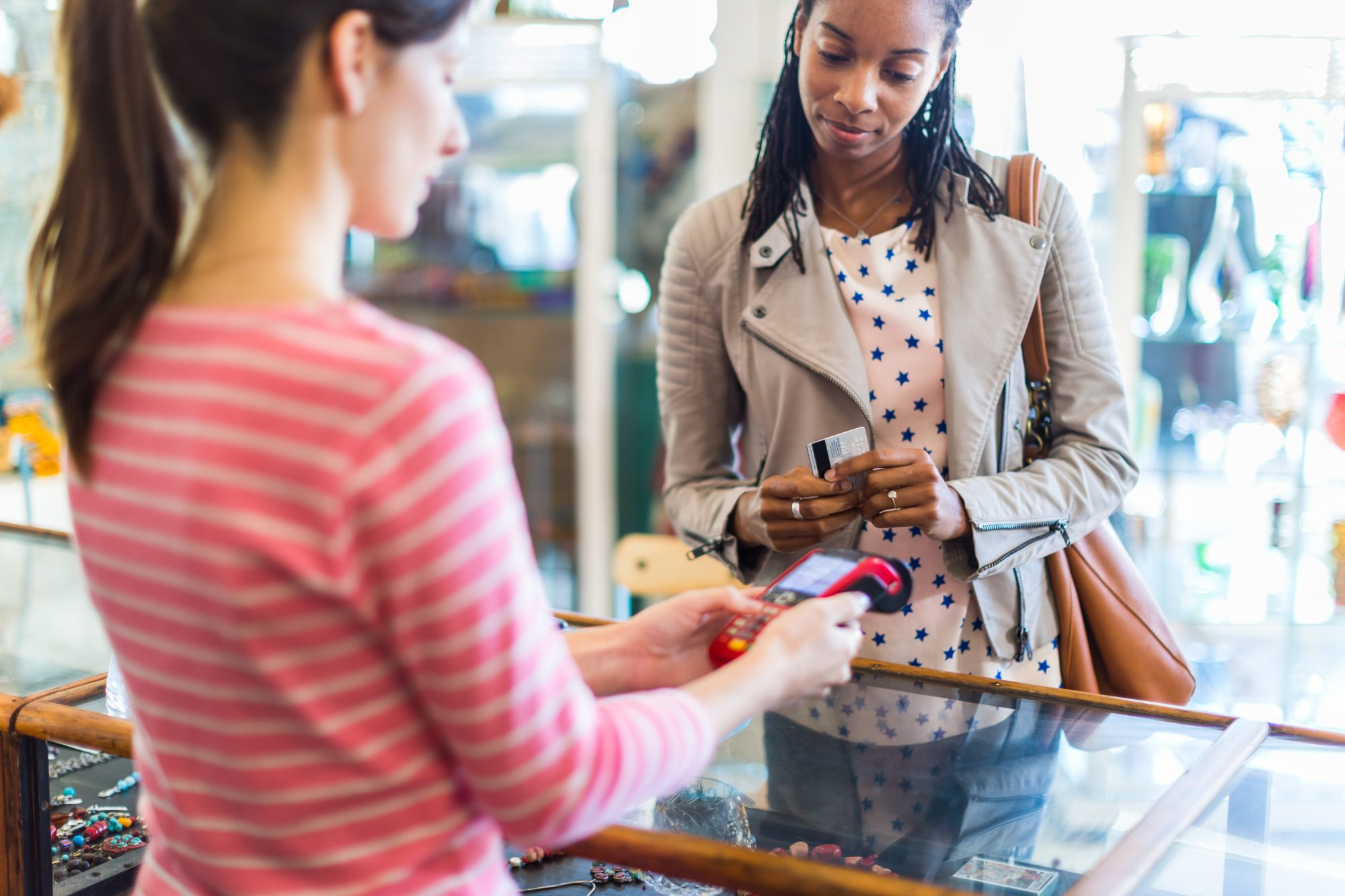 7 Tips to Avoid Credit Card Debt Shopping for Holiday Gifts