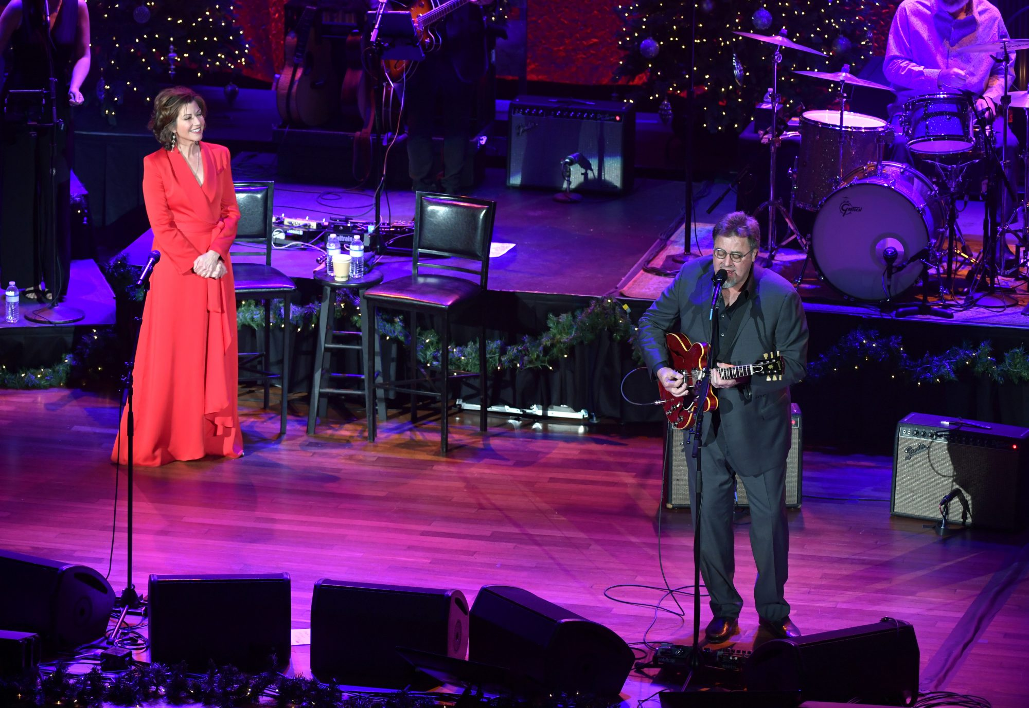 """Amy Grant Treasures Her """"Christmas at the Ryman"""" Tradition with Vince Gill"""