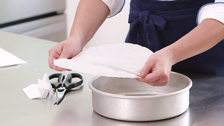 How to Properly Line a Round Cake Pan with Parchment Paper