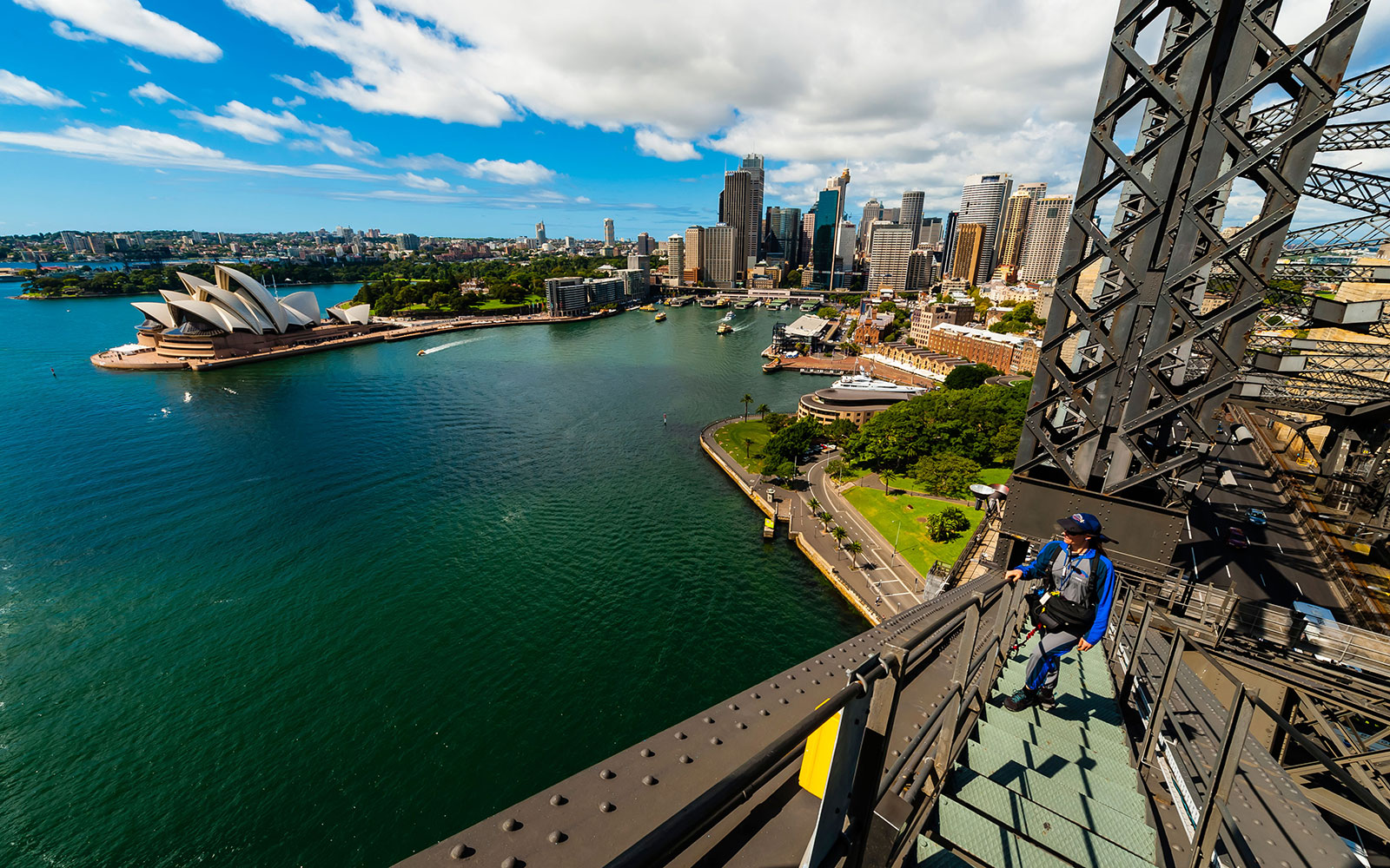 D6TE27 People climbing to the top of the Sydney Harbour Bridge, BridgeClimb Sydney, Sydney, New South Wales, Australia