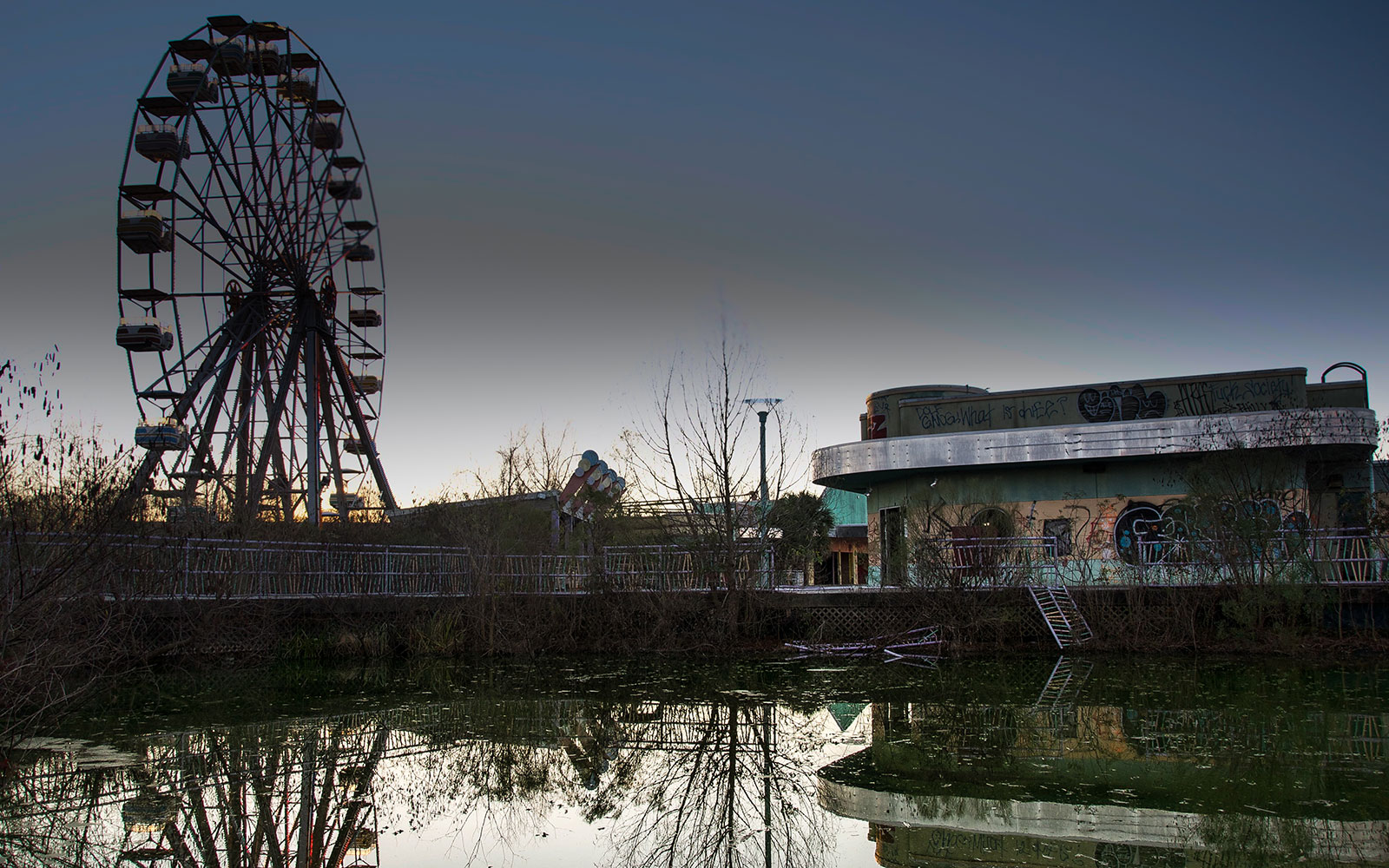 Photos of Abandoned Theme Parks Around the Country