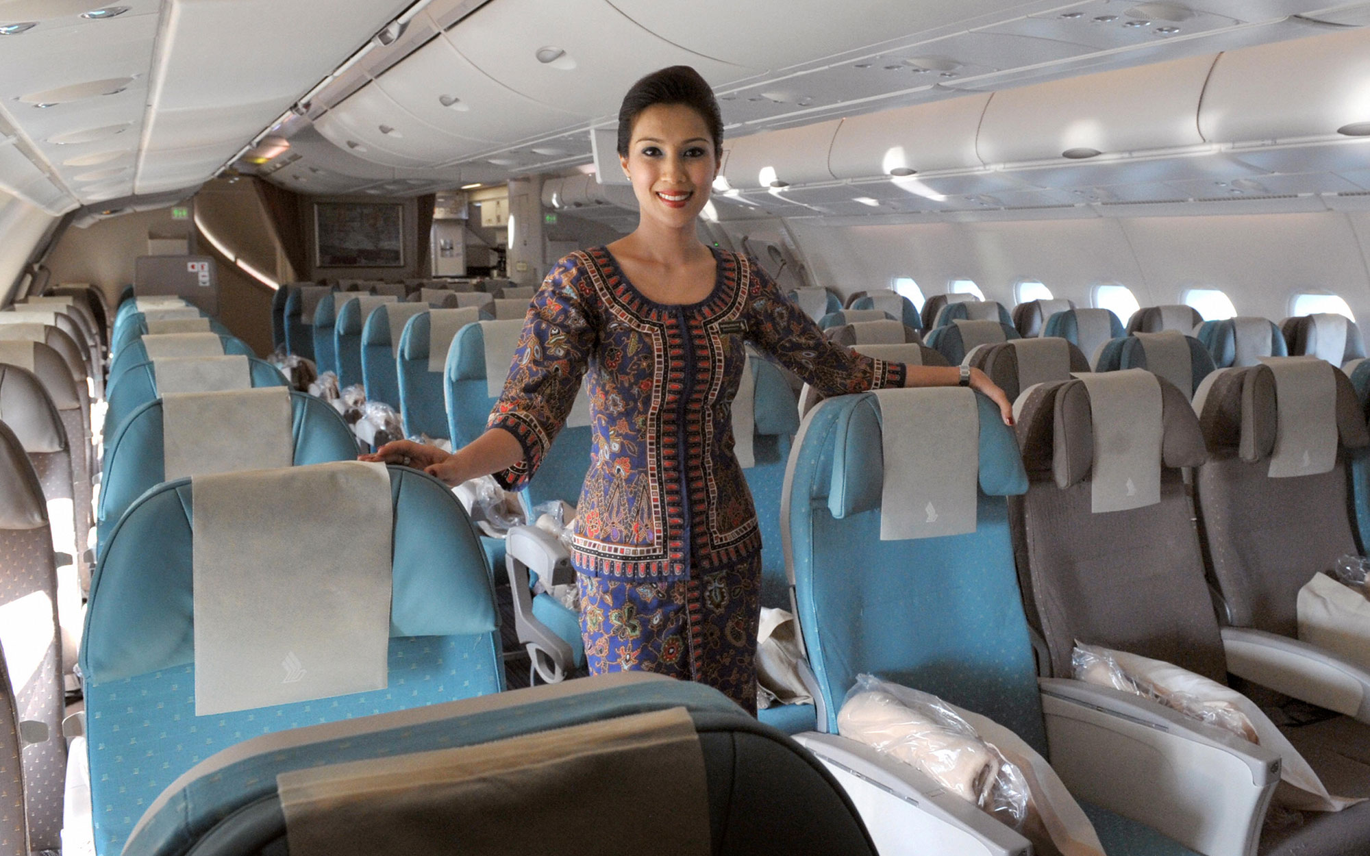 Singapore Airlines Hires its First Female Pilots