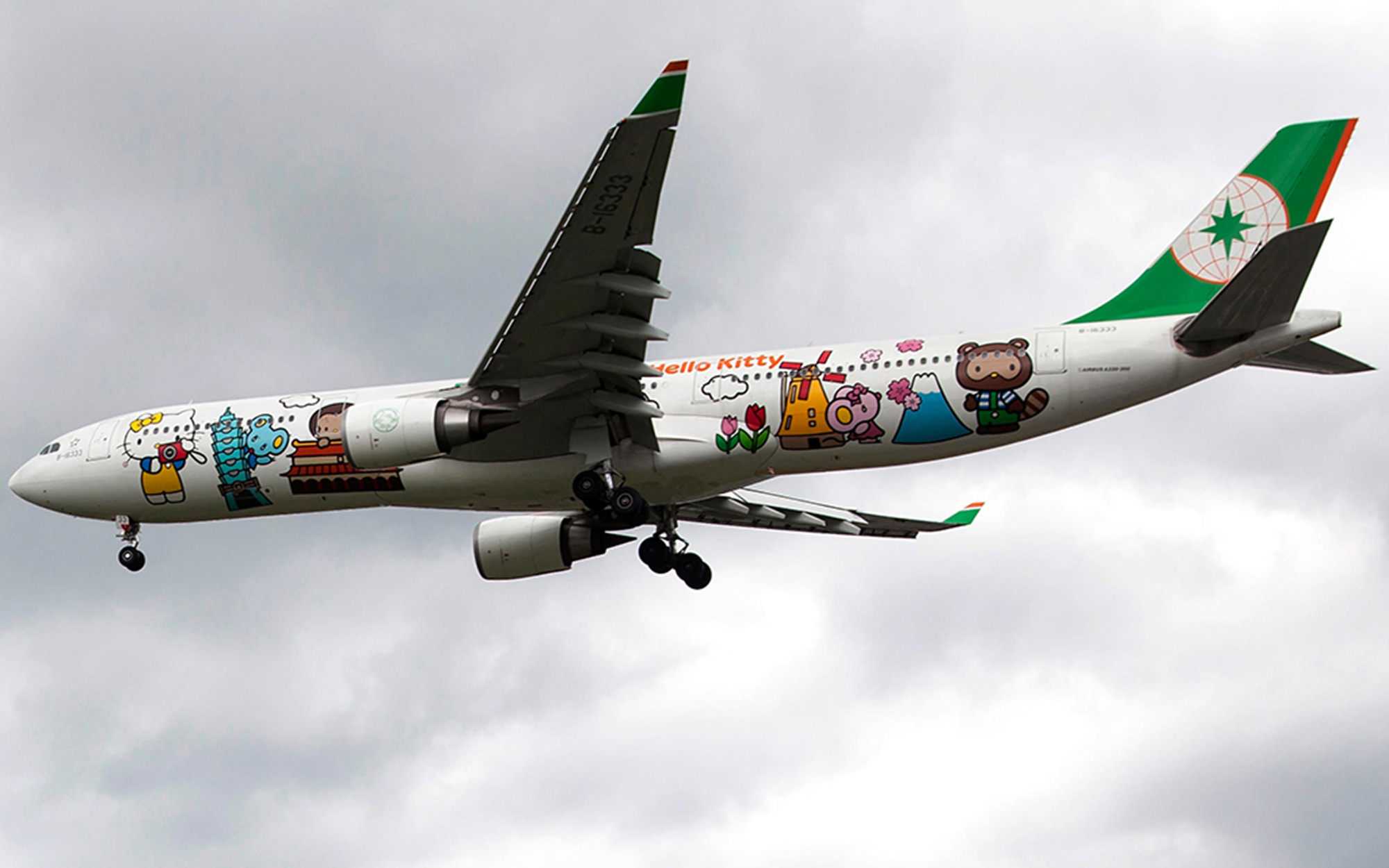 E4TKX2 A Hello Kitty-themed commercial airplane Airbus A333-300 operated by a Taiwanese airlines EVA Air is landing at Songshan airport on Jun 24, 2014 in Taipei, Taiwan. (CTK Photo/Karel Picha)