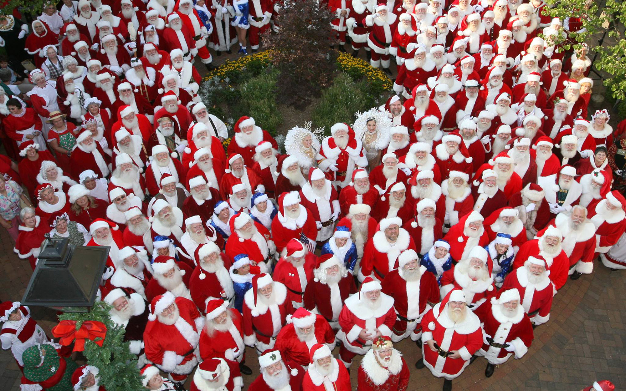 Thousands of Santas to Gather in Missouri This Summer
