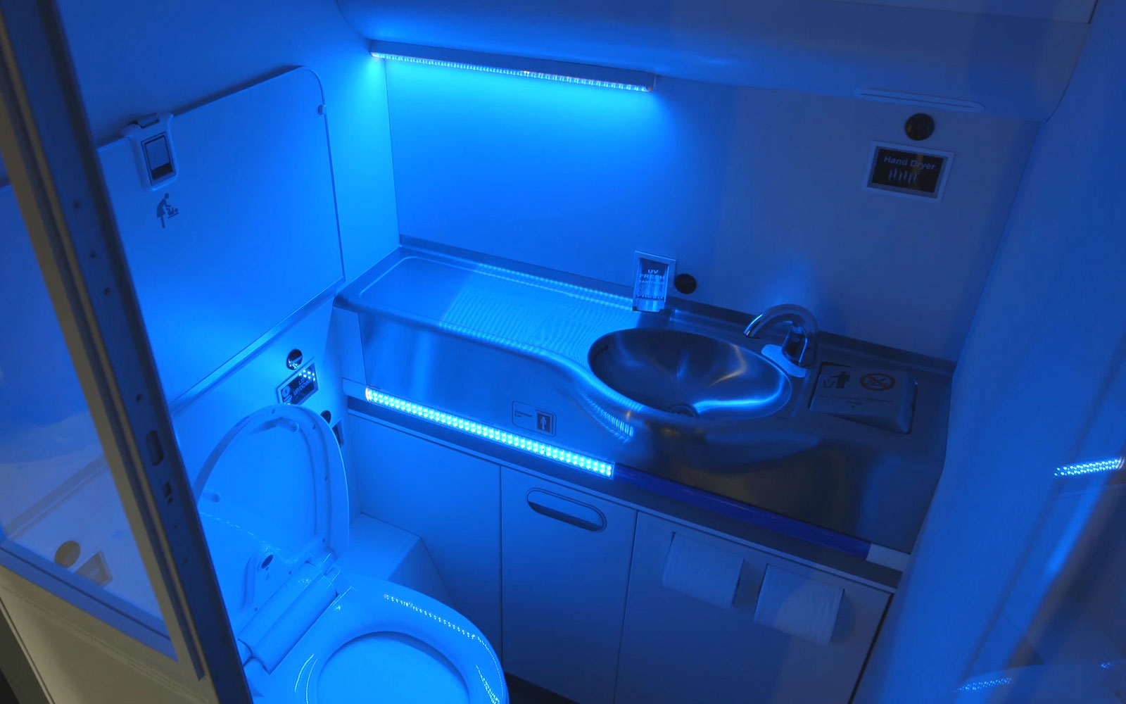 Boeing Introduces Self-Cleaning Airplane Lavatories