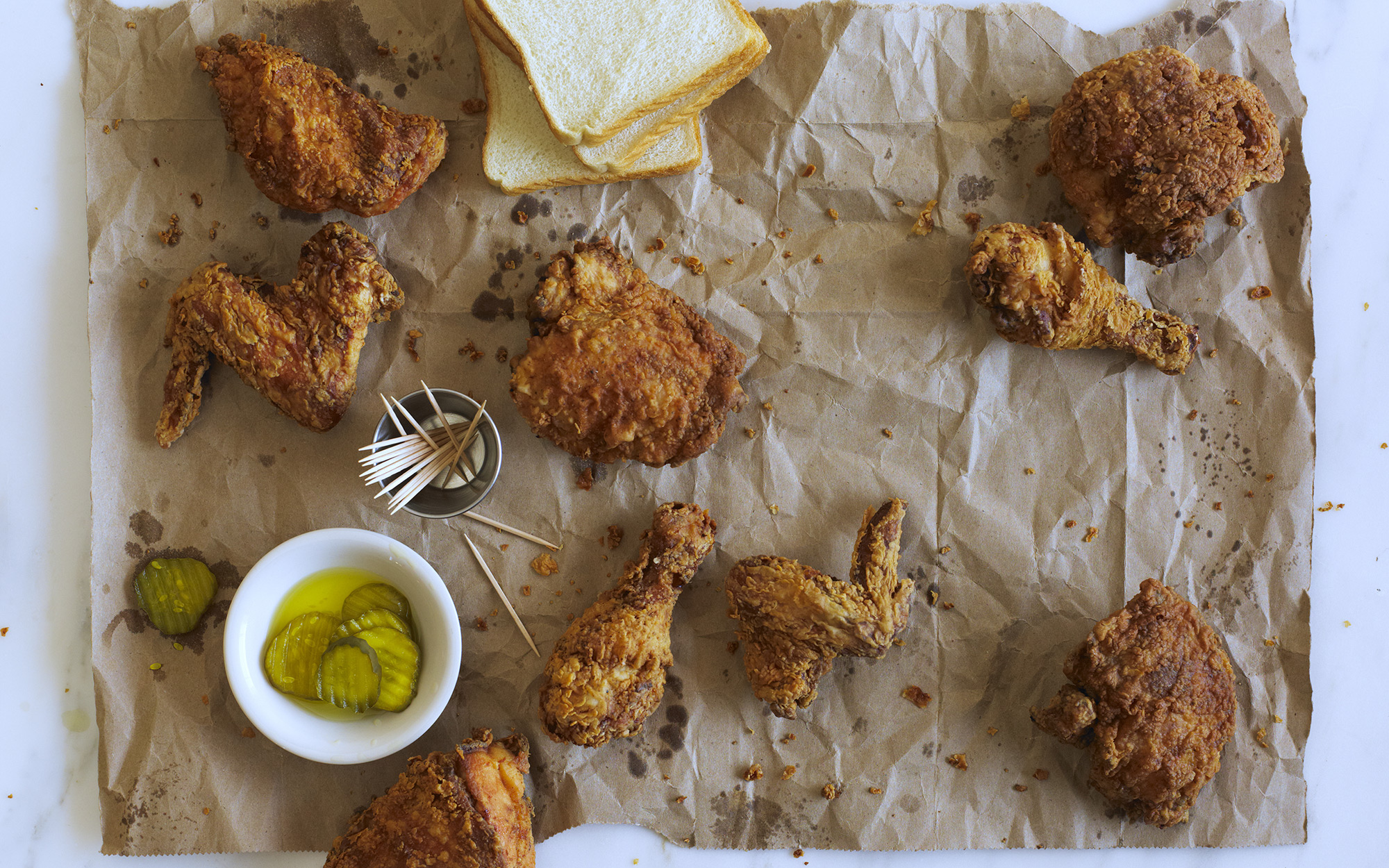 Fried chicken with pickles.
