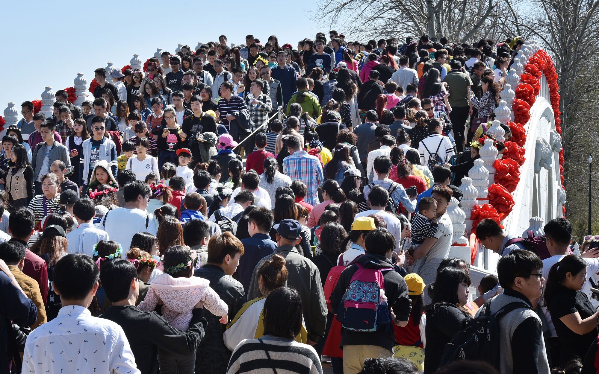 Huge Crowds in China for National Holidays