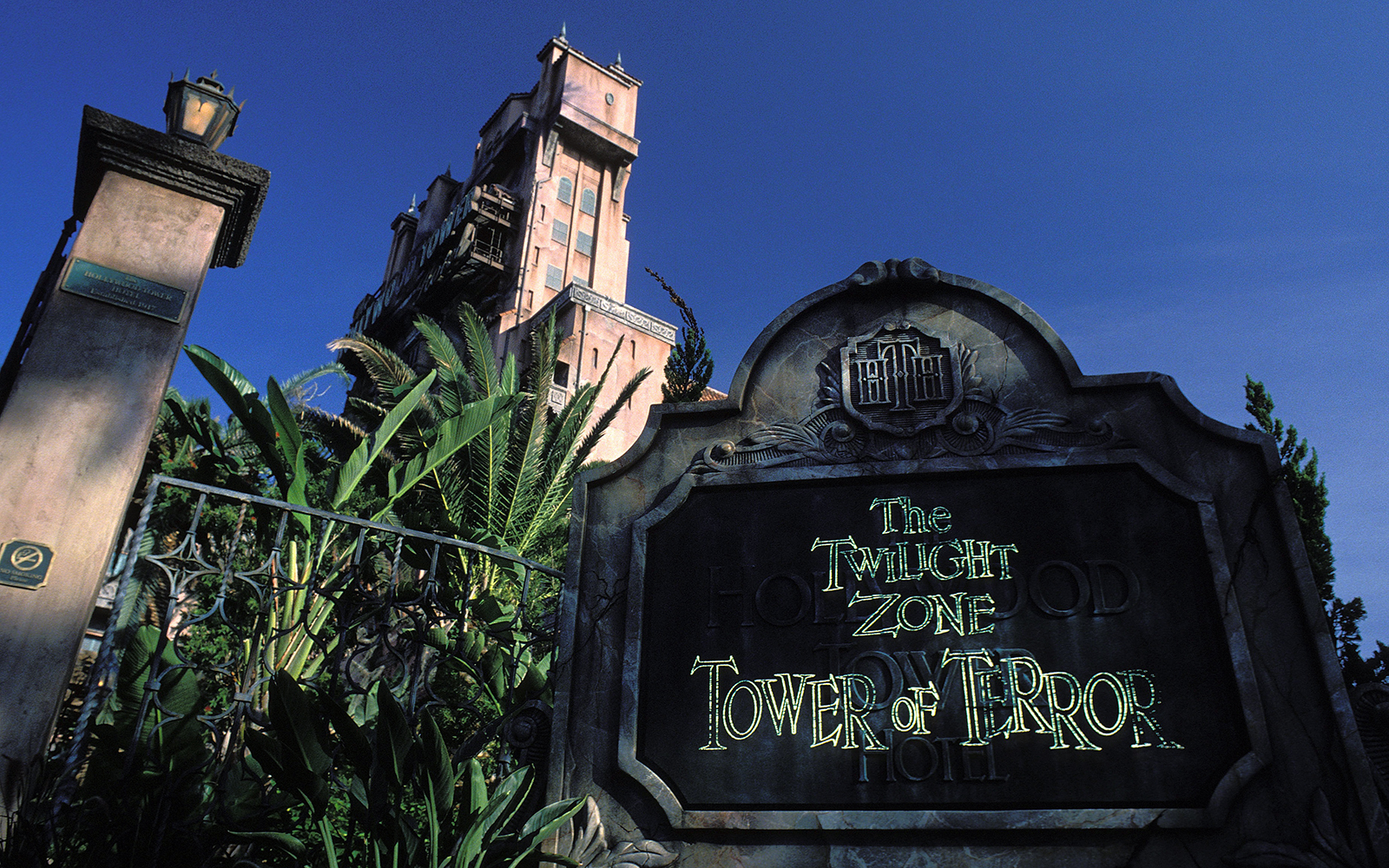A Bar Will Open Inside Disney World's Tower of Terror