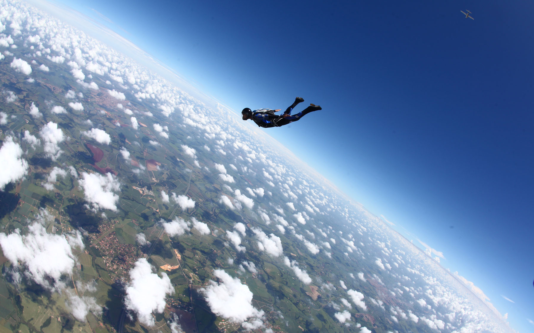 Skydiver jumps out of plane at 25,000 with no parachute