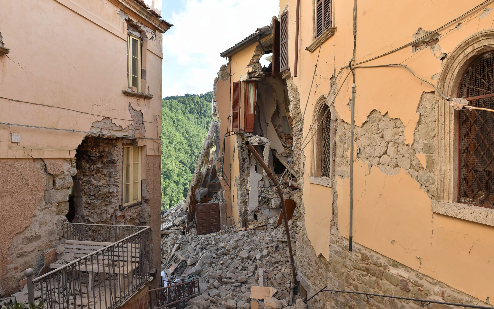 What Travelers Should Know About Italy's Earthquake History