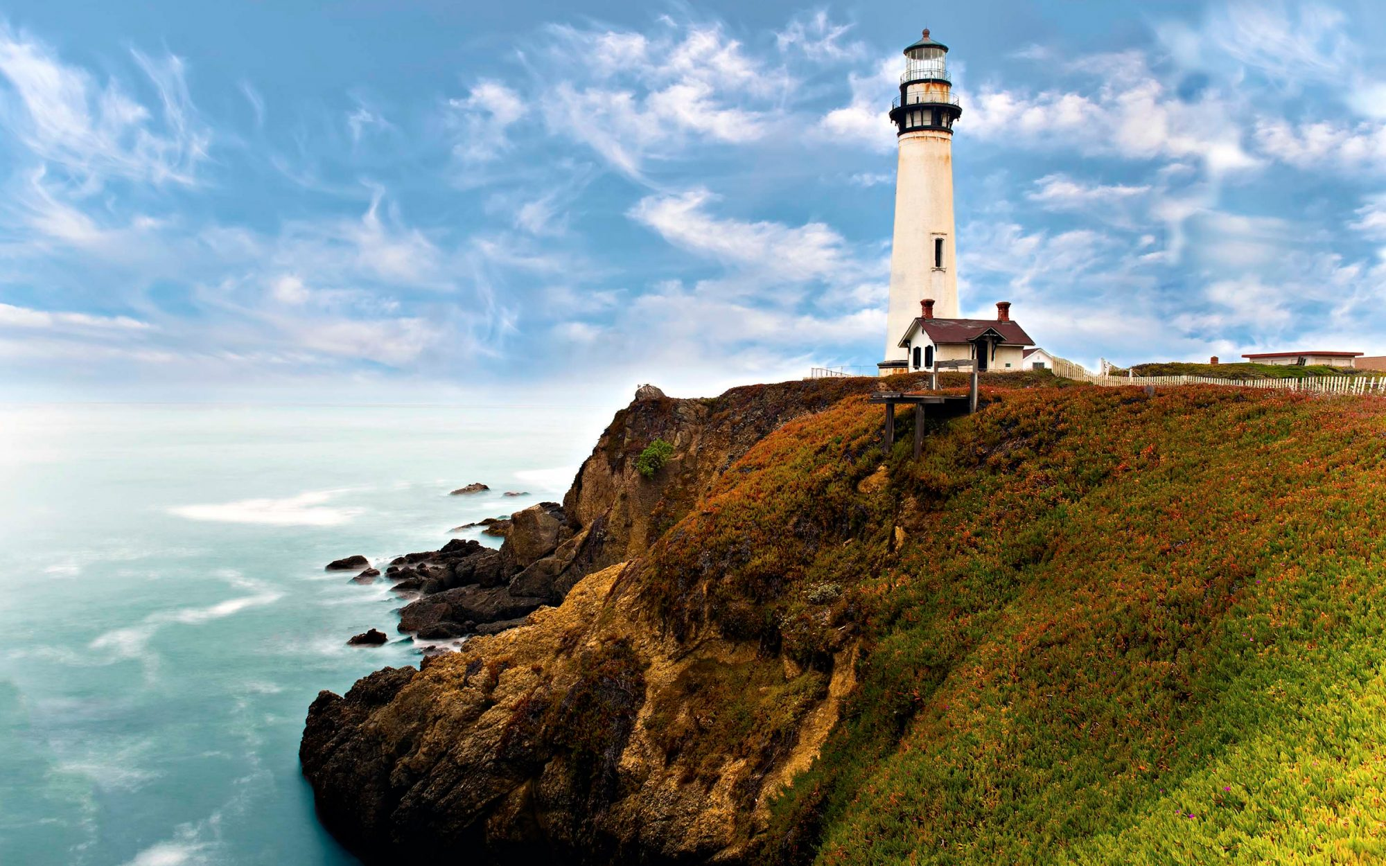 17 Incredible Lighthouses Around the World