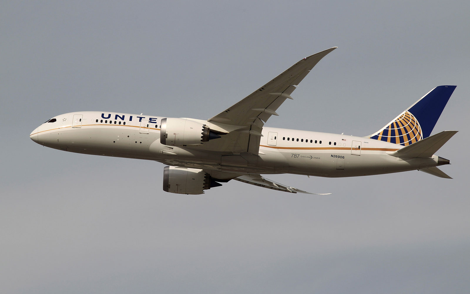 19-year-old earned 1 million miles by hacking United Airlines