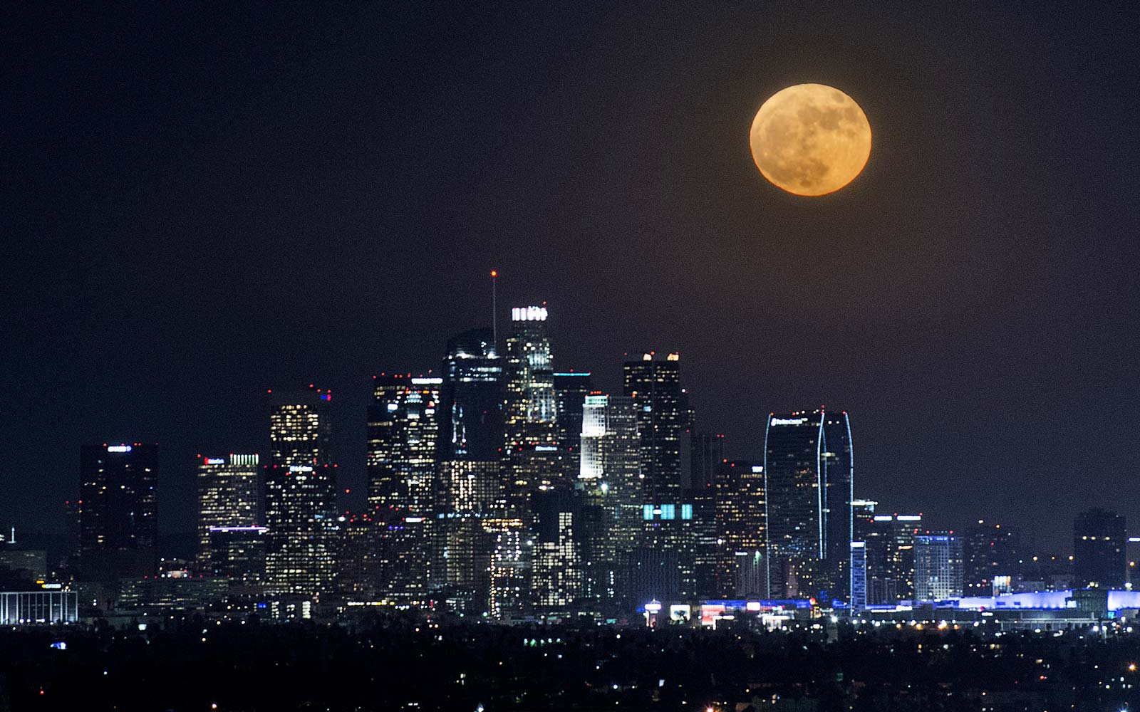 15 Photos That Show How Amazing Last Night's Supermoon Was