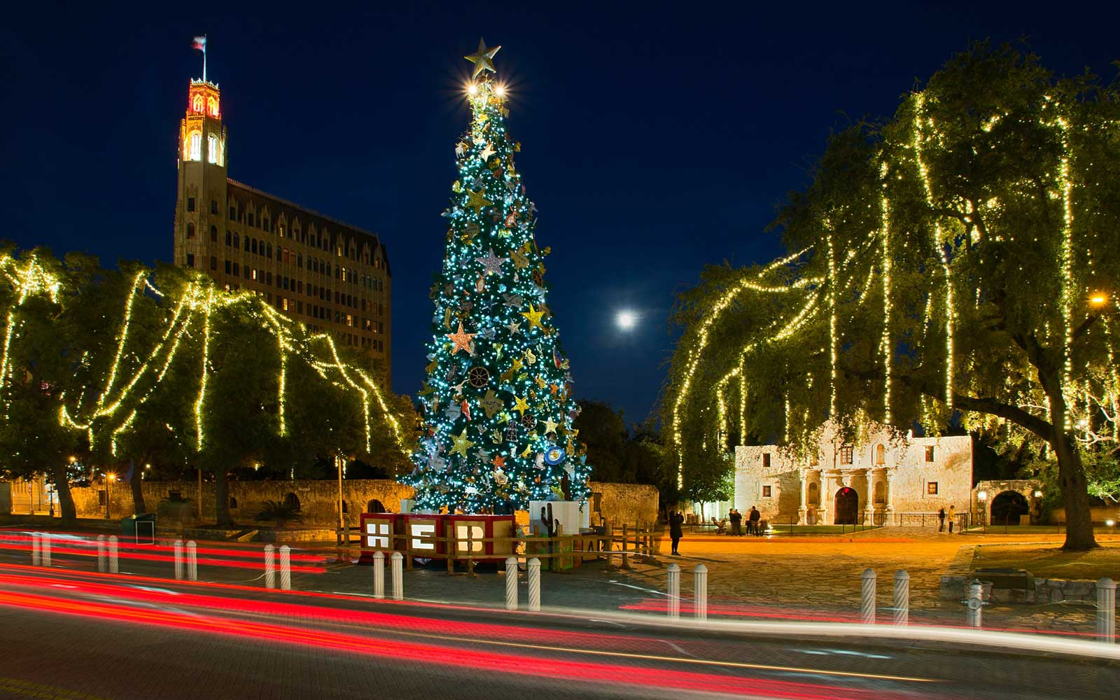 America's Favorite Cities for Christmas Lights 2016 | Travel