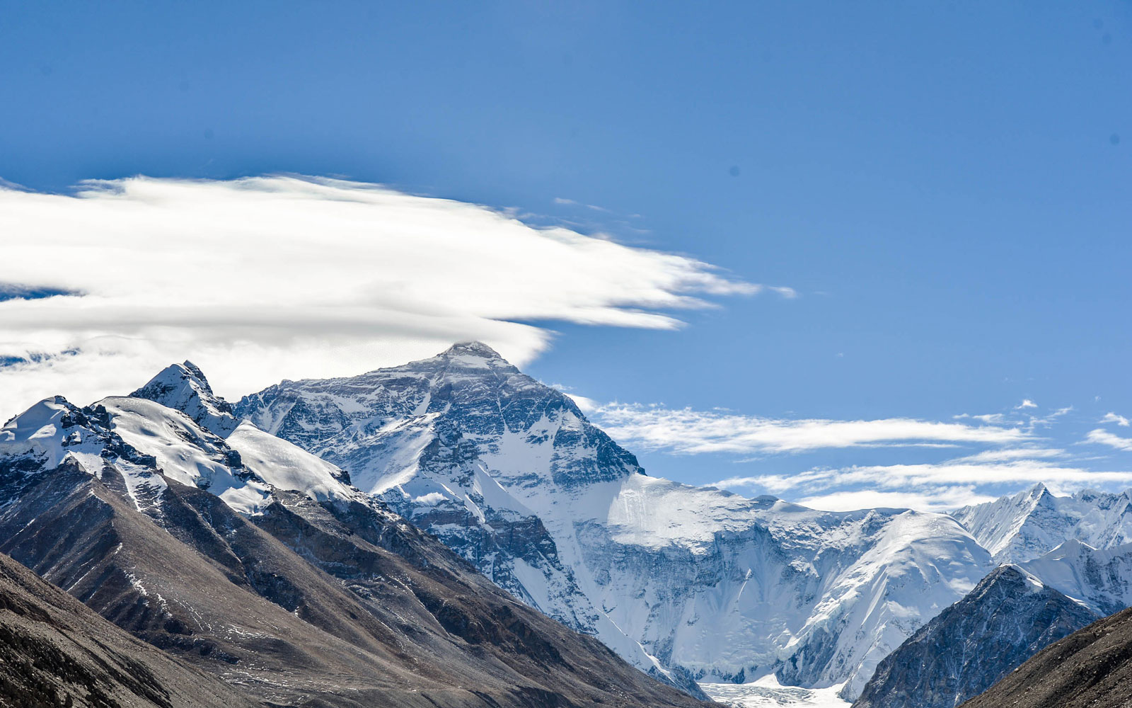 How Tall Is Mount Everest in 2017? Why it Might Be Sinking