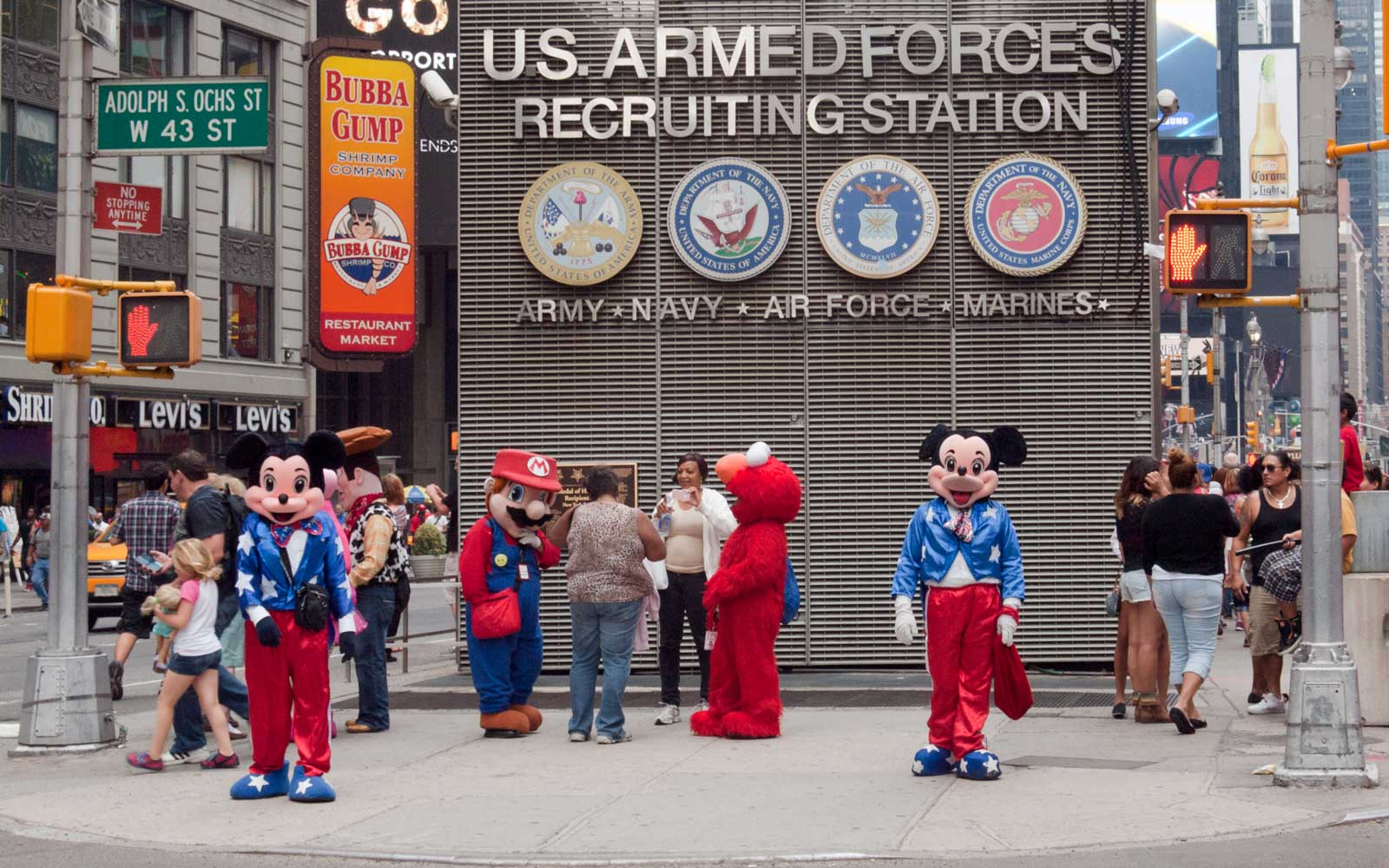 New York City Times Square Mickey Mouse Charged a Tourist $310 for a Photo