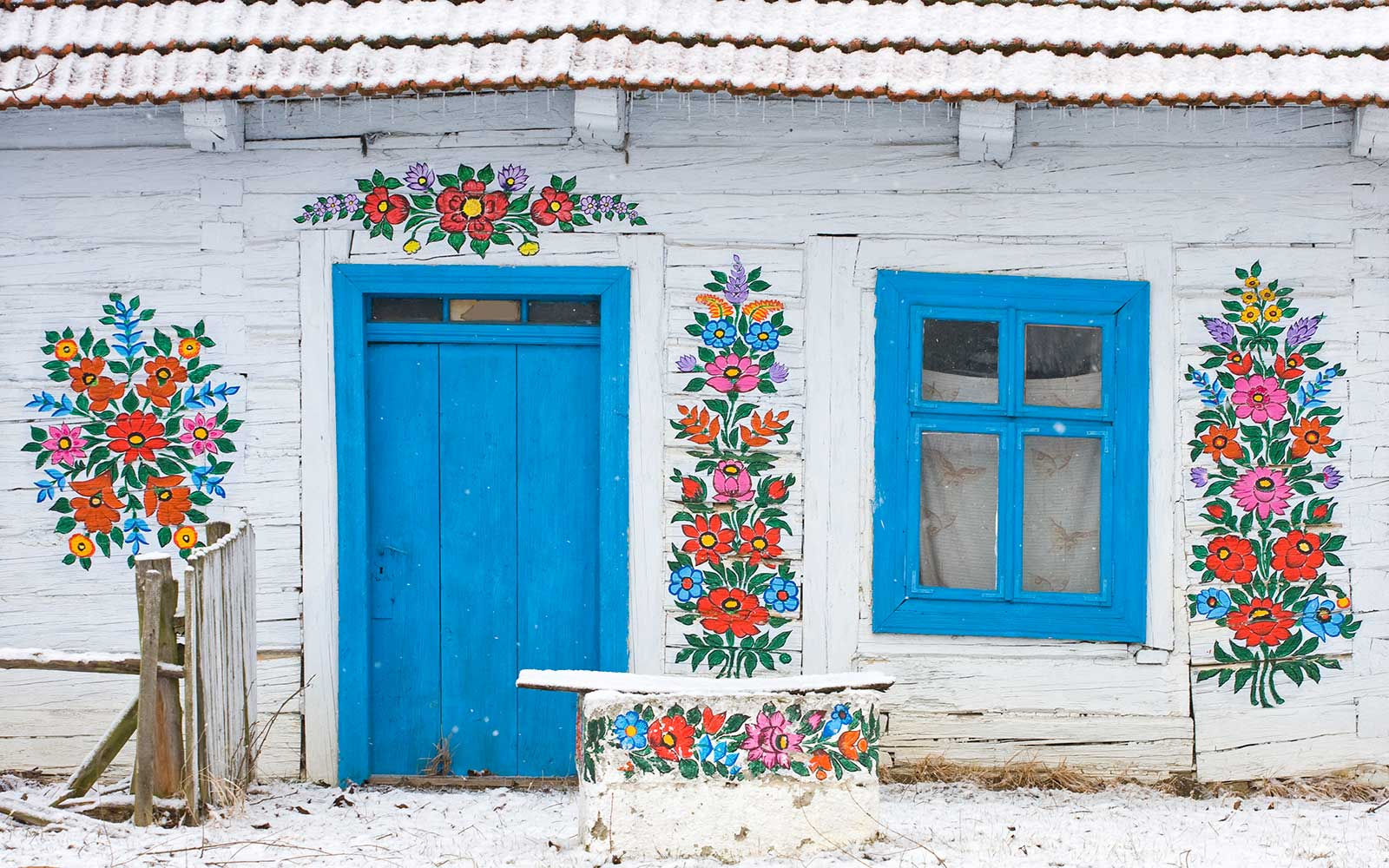 This Polish Village Has Been Covered in Flower Paintings Since the 19th Century, and the Result Today is Breathtaking