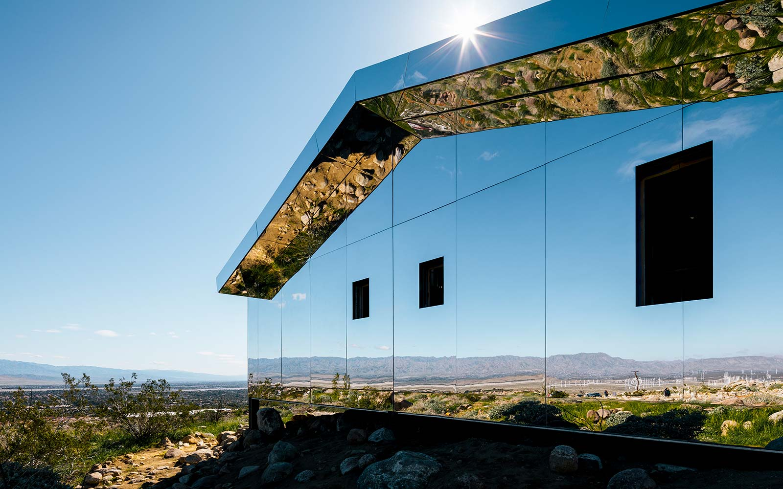 This Mirrored House Blends Right Into the Desert
