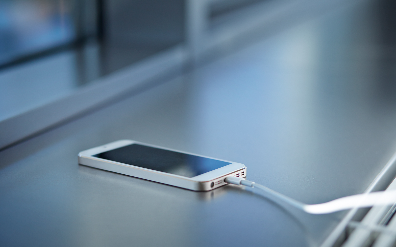 iPhone 8 Rumors: Apple May Ditch Lightning Port for USB-C