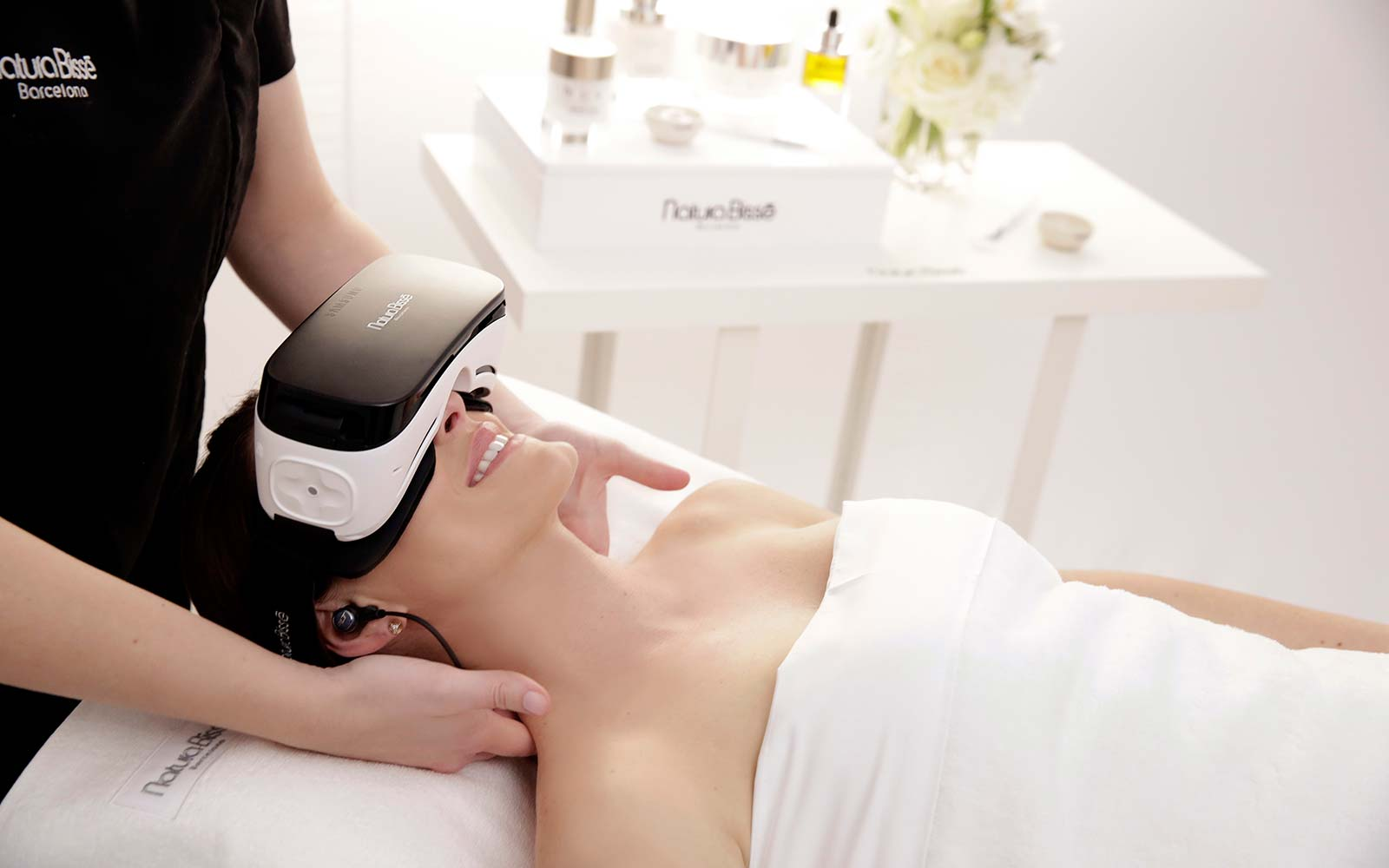 Presenting the Virtual Reality Facial