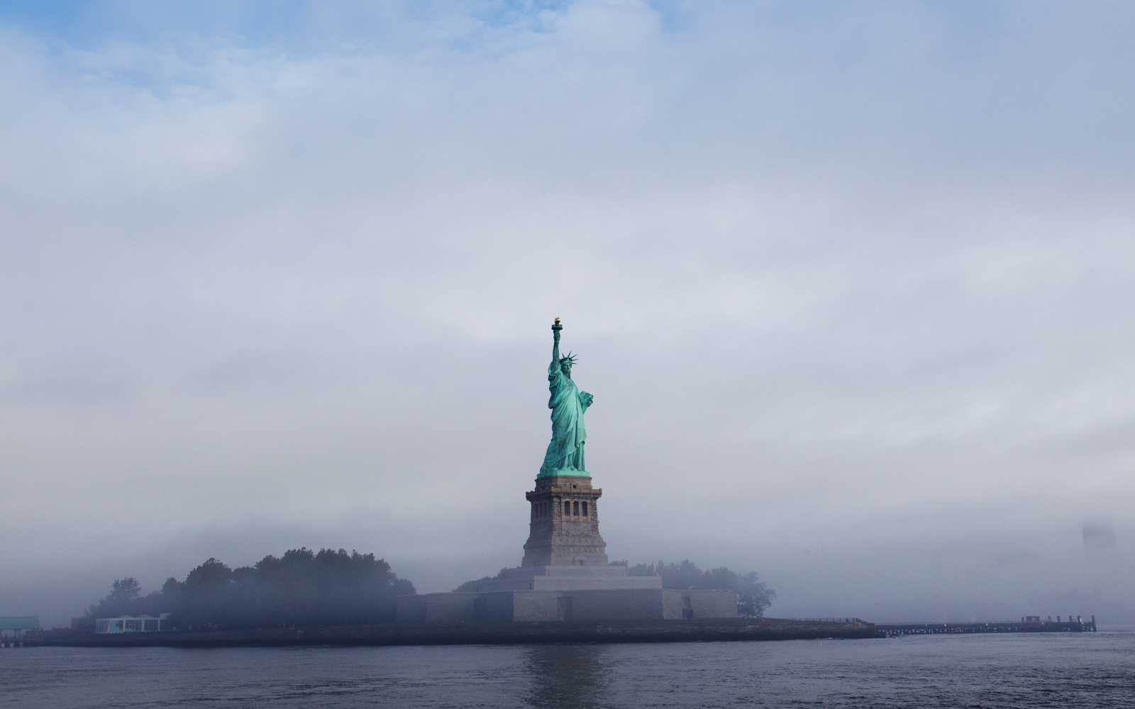 Statue Of Liberty Goes Dark: Twitter Speculates
