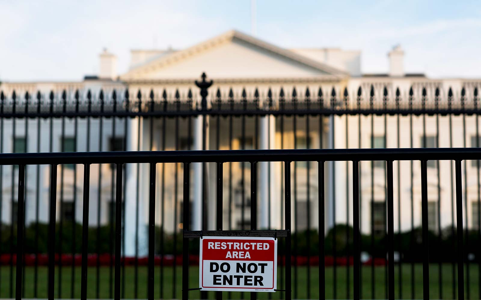 White House Sidewalk Closed Amid Security Concerns
